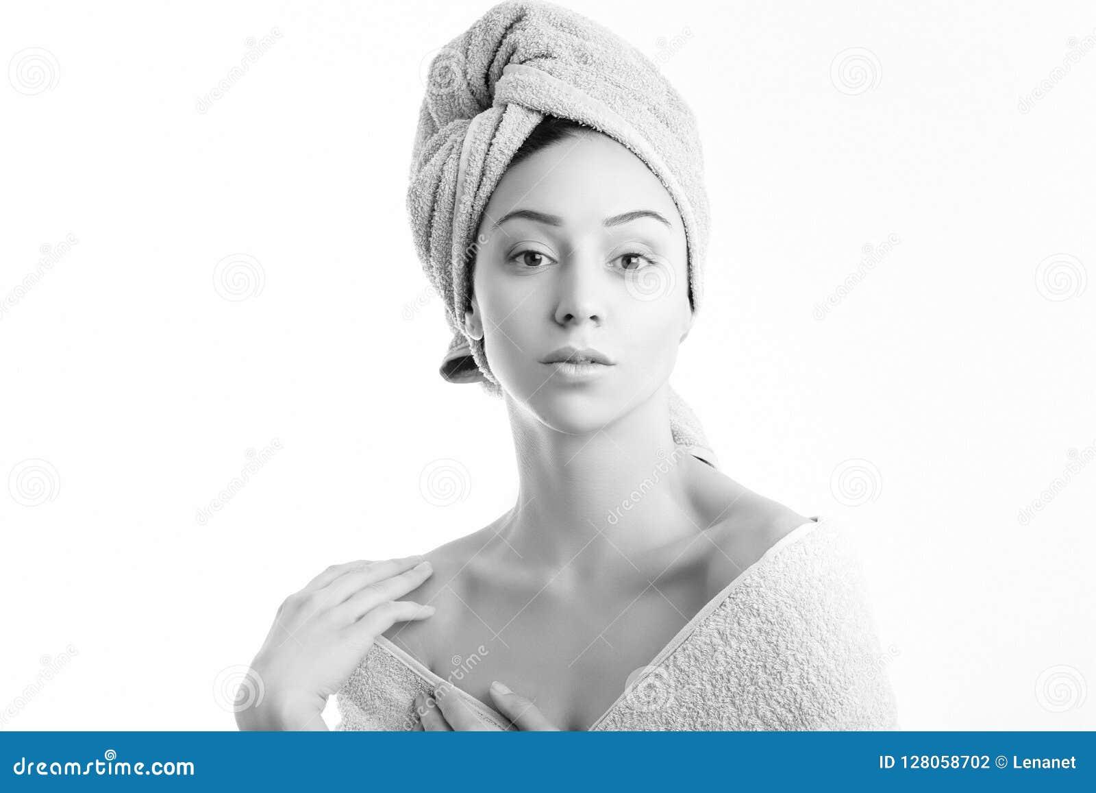Slågen in handdukkvinna