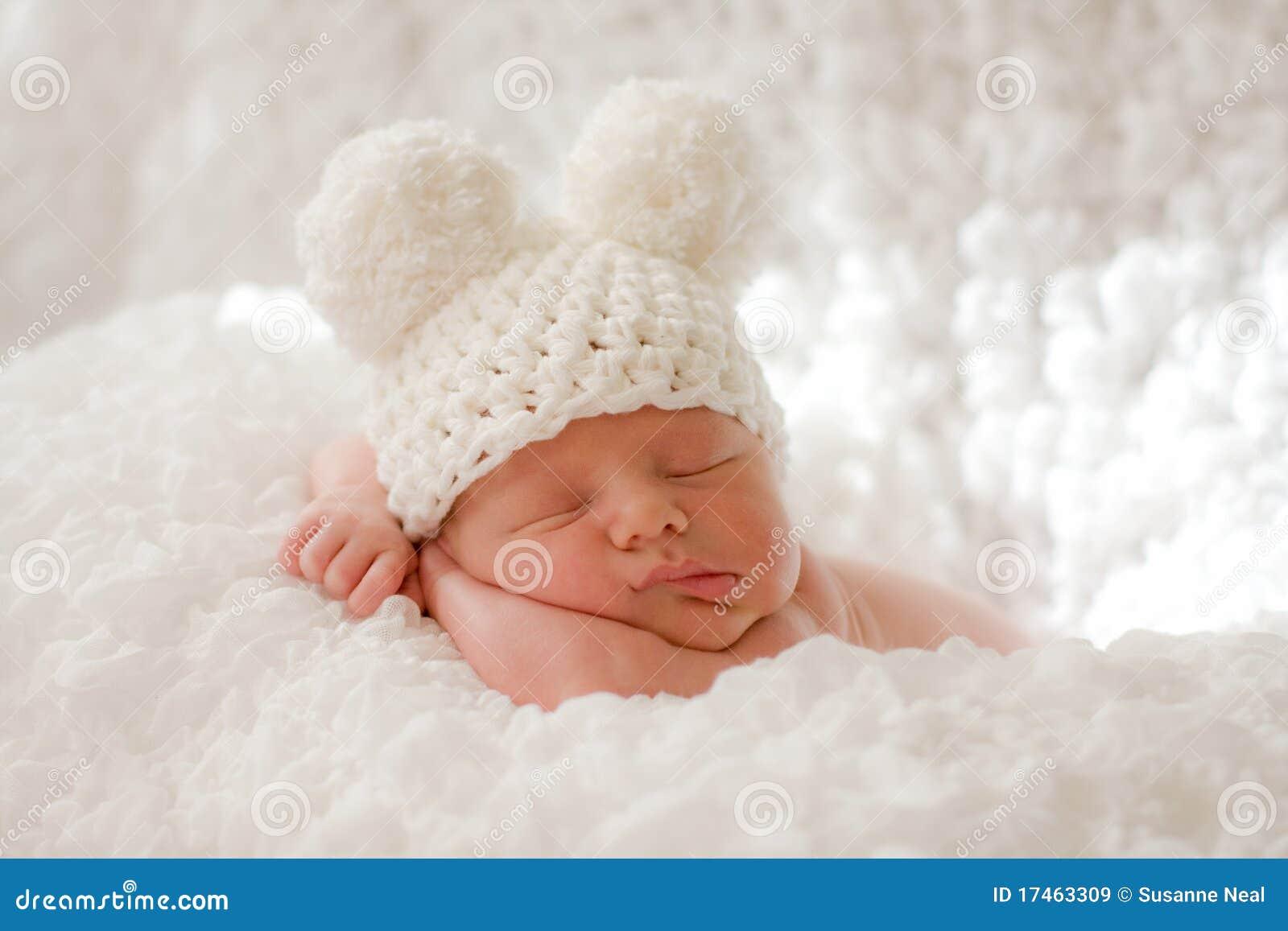 Slaap pasgeboren baby in gebreid GLB