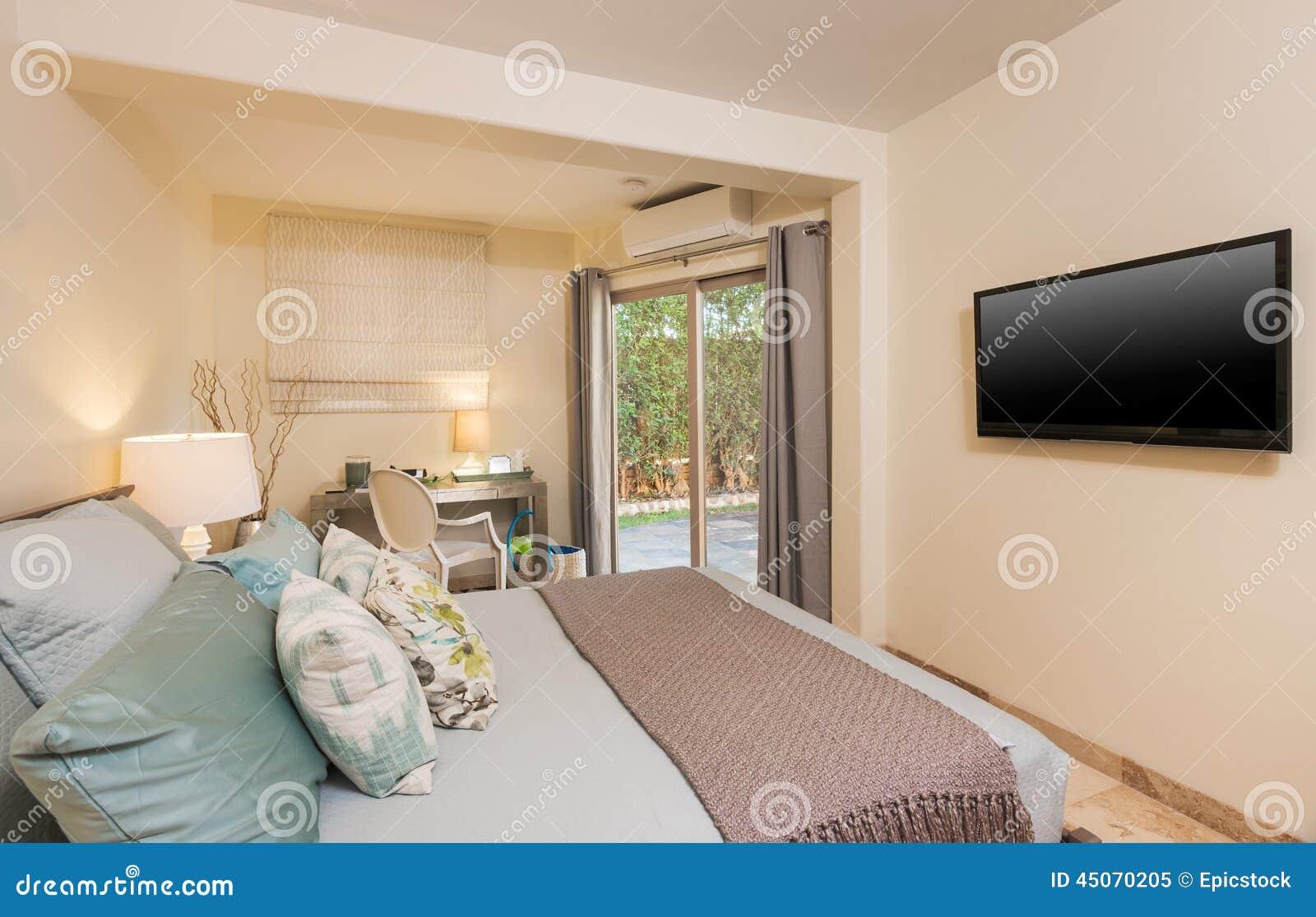 Slaapkamer in eigentijds huis stock afbeelding afbeelding