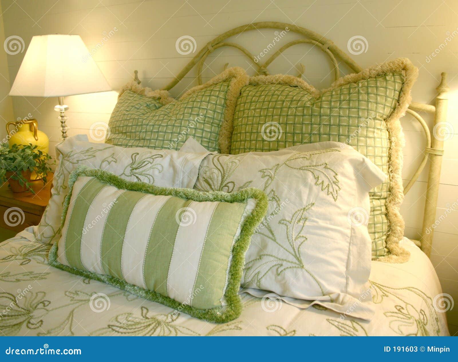 Slaapkamer Groen Wit : Slaapkamer in groen en wit stock afbeelding afbeelding bestaande