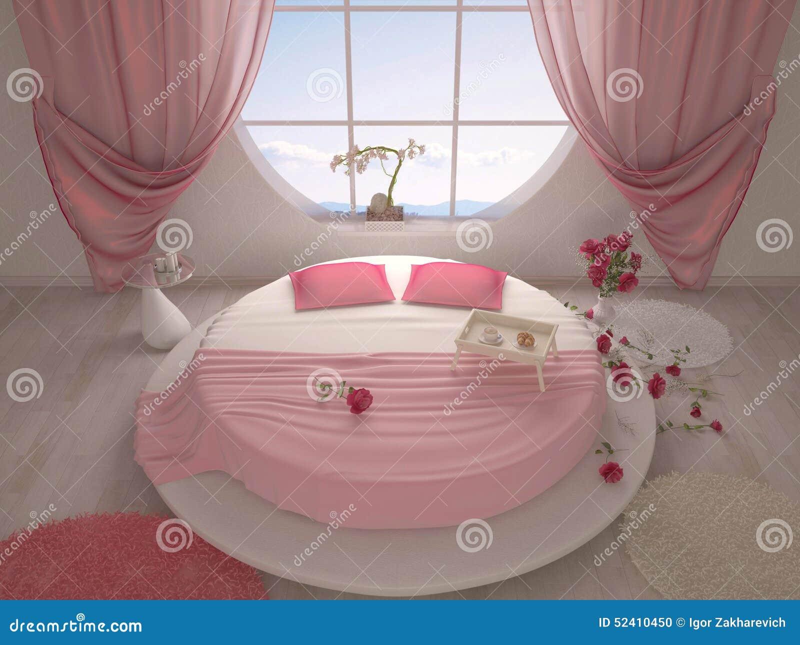 Rond bed met een opgeschort plafond in slaapkamer royalty vrije ...