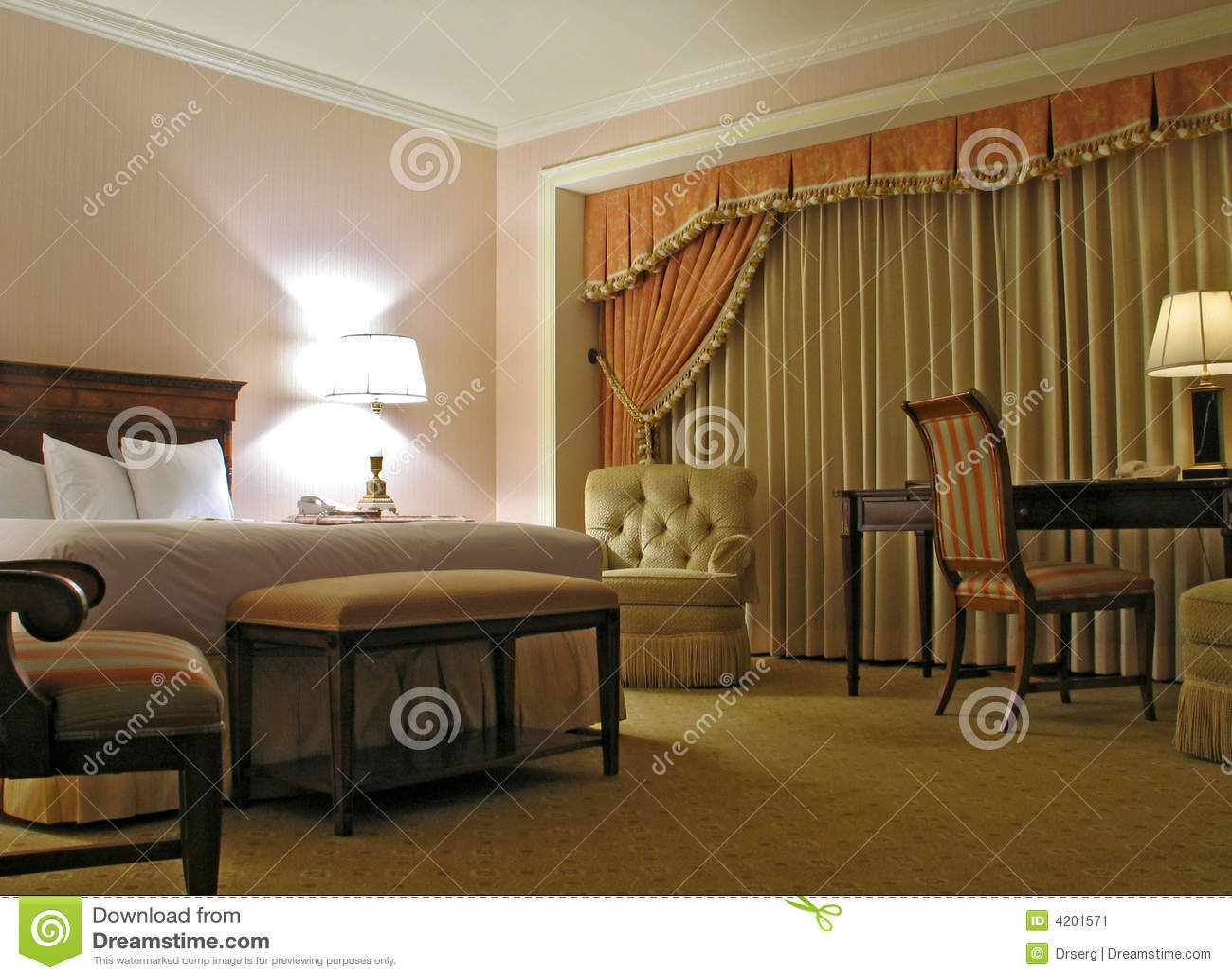 Slaapkamer met gordijn stock afbeelding   afbeelding: 4201571