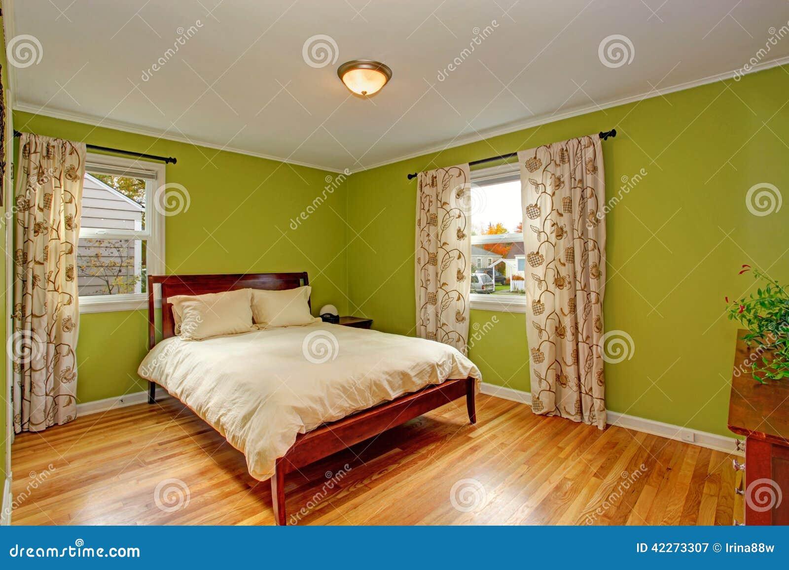 Slaapkamer Met Heldere Neon Groene Muren Stock Foto - Afbeelding ...