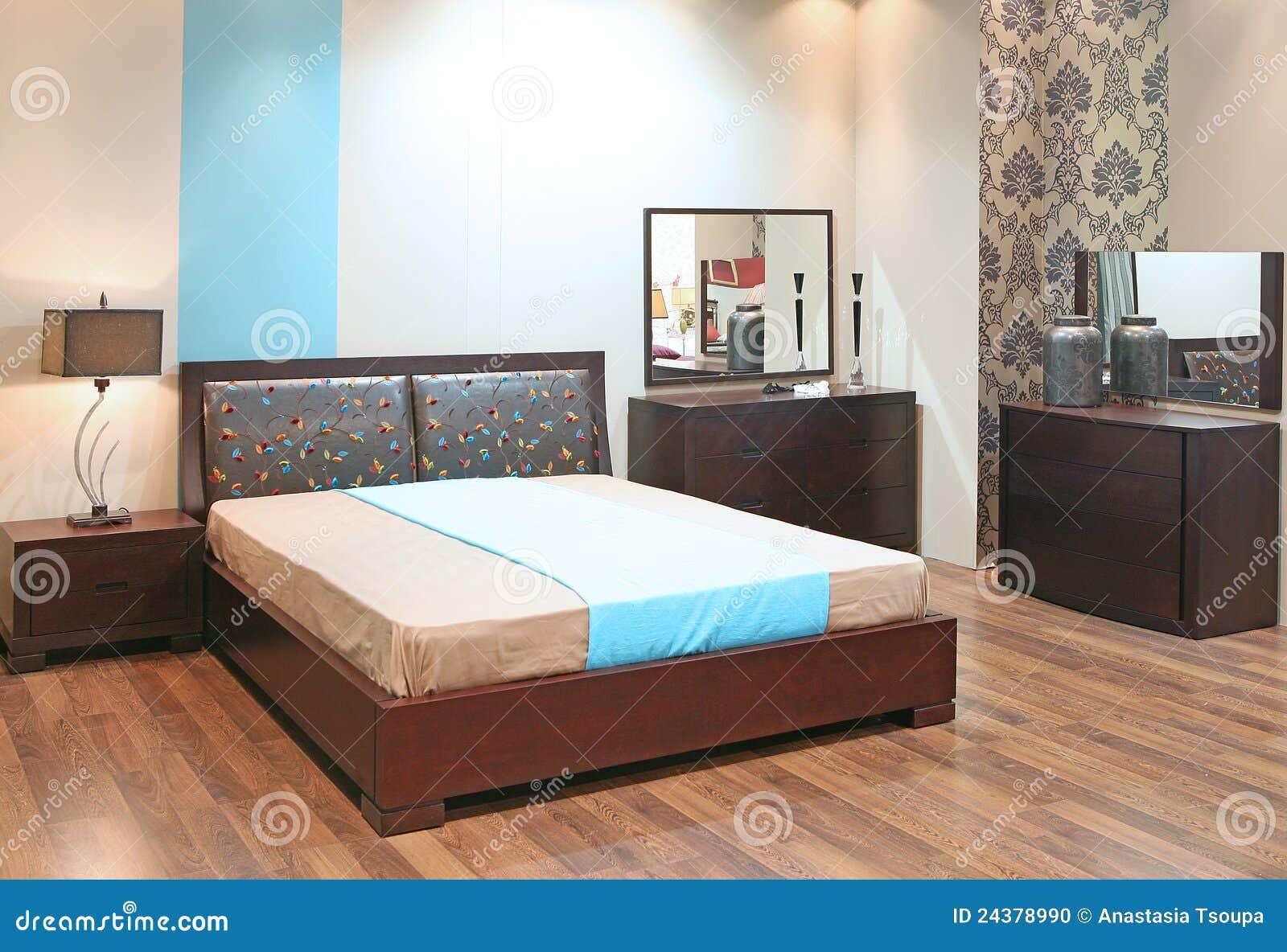 Slaapkamer met houten vloer stock foto   afbeelding: 24378990