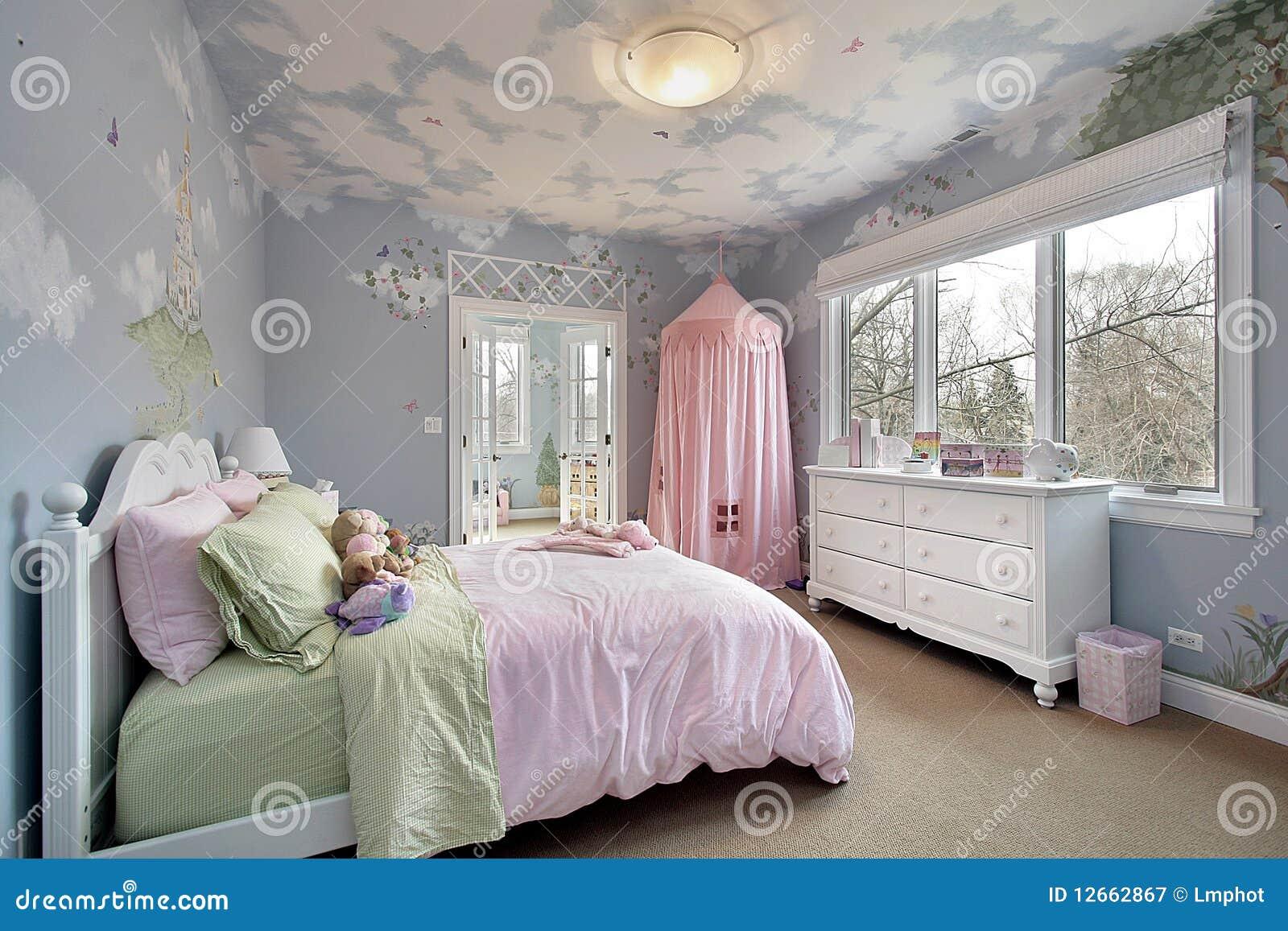Slaapkamer met muurontwerpen royalty vrije stock fotografie ...