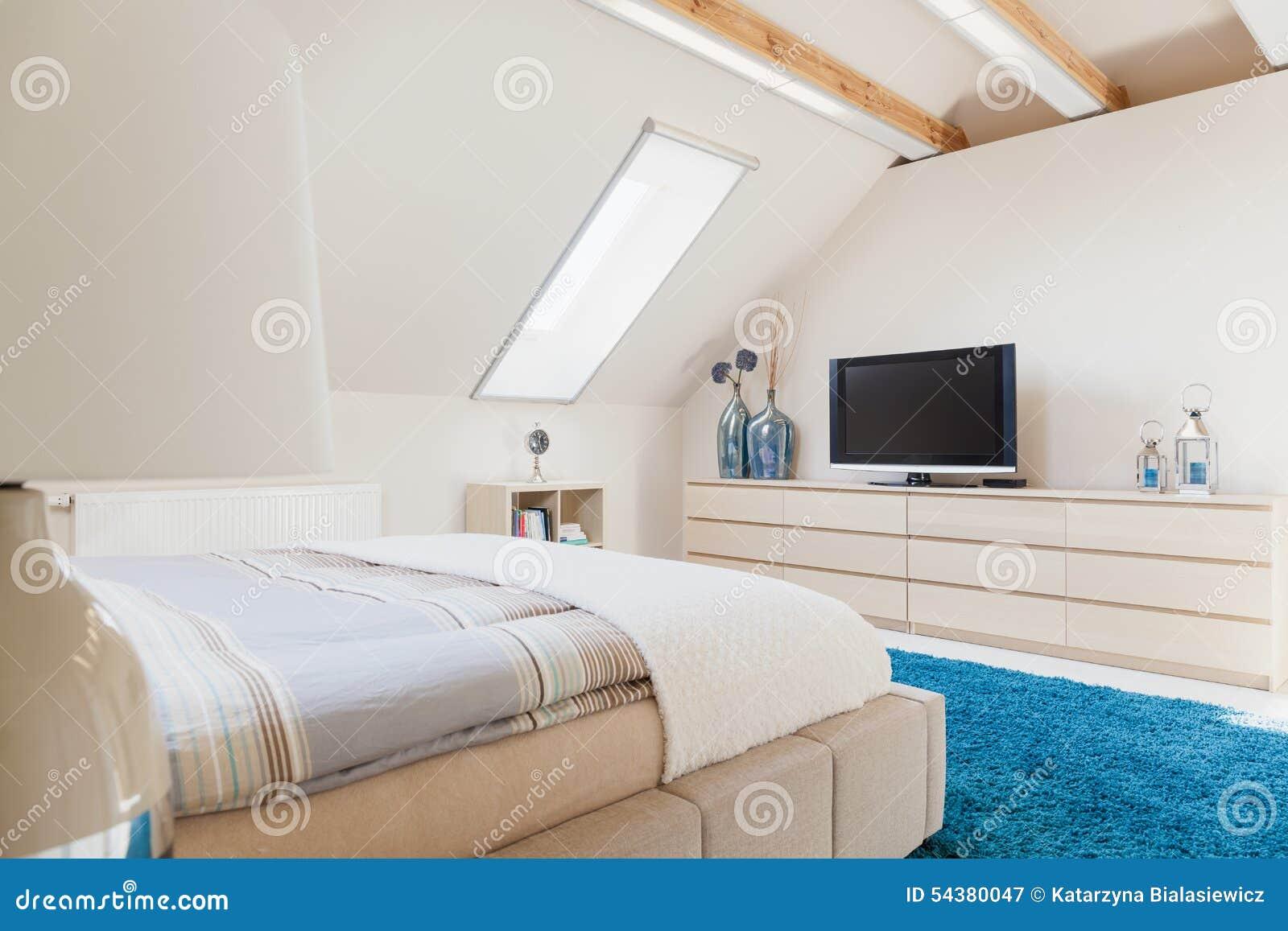 slaapkamer met televisie stock foto  afbeelding, Meubels Ideeën