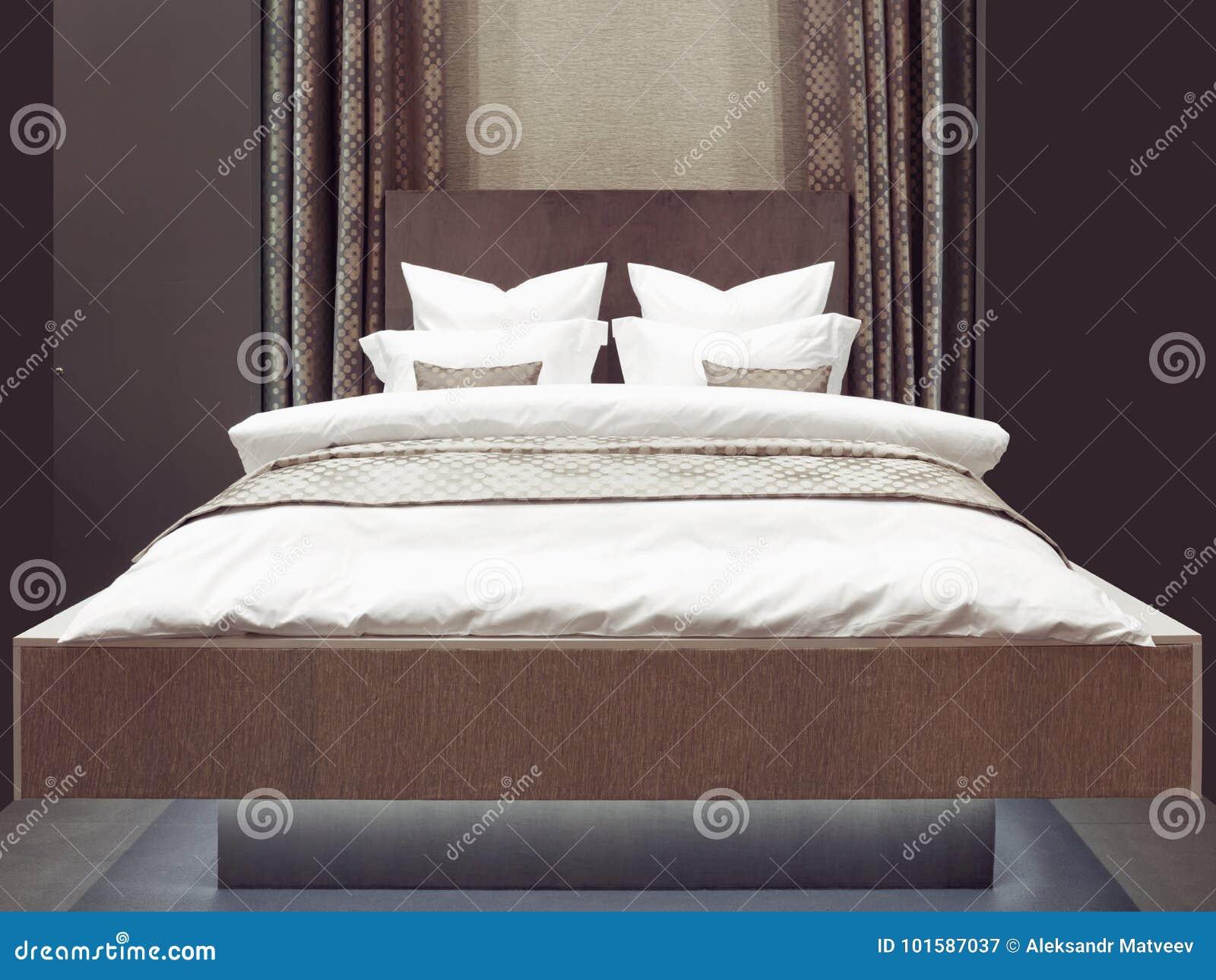 Slaapkamer van de luxe de moderne japanse stijl binnenlands van een