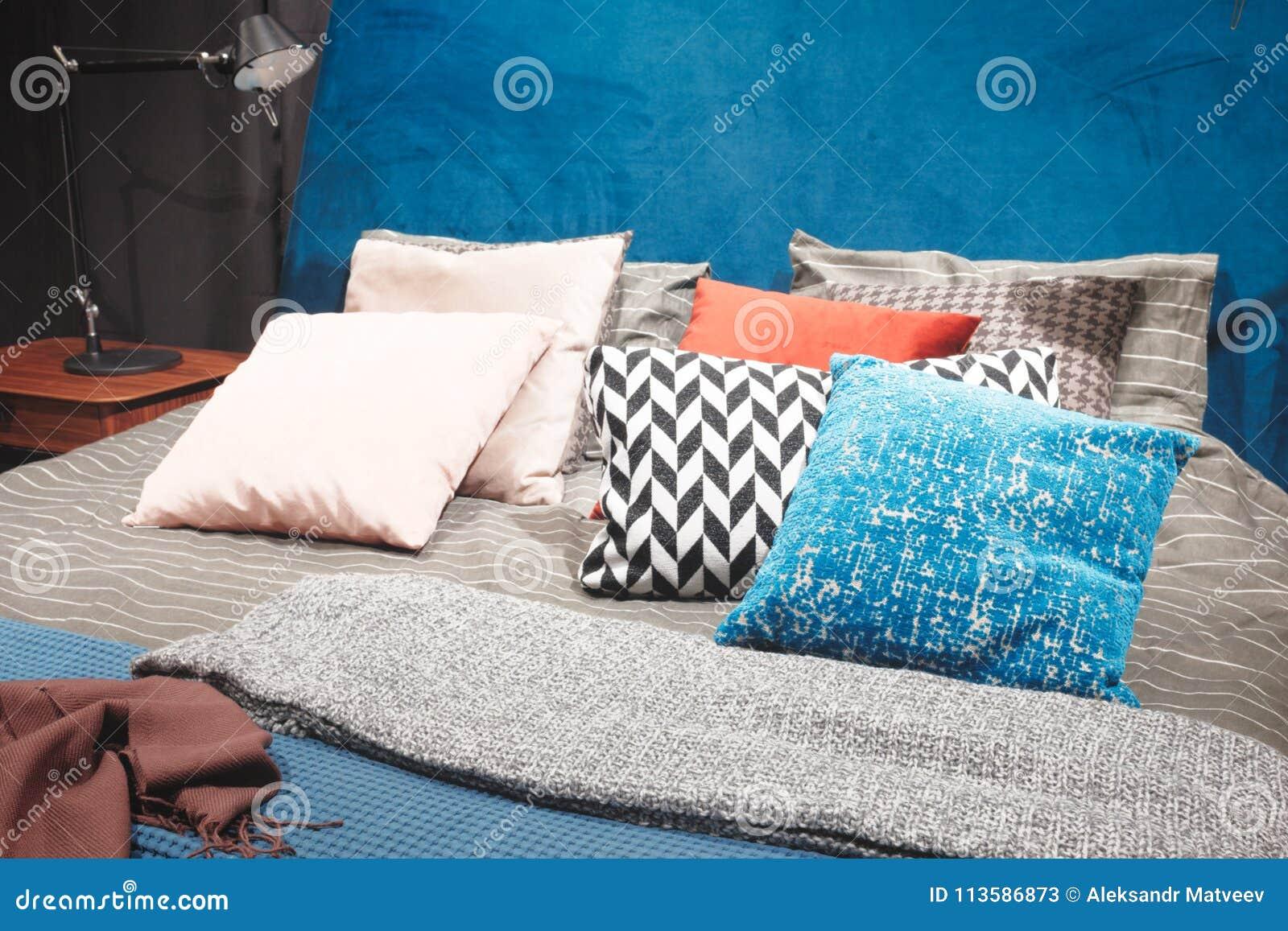 Roze Grijze Slaapkamer : Slaapkamer van de luxe de moderne stijl in roze grijze en blauwe