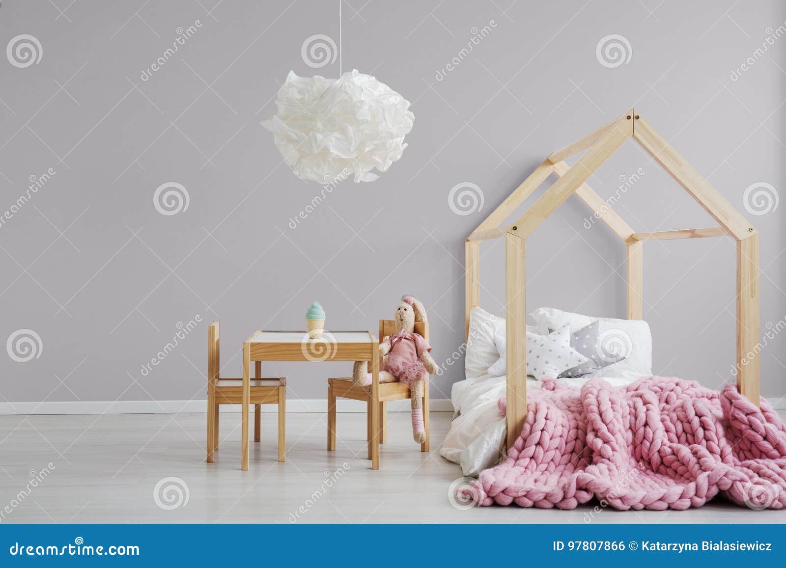 Slaapkamer van het pastelkleur de roze meisje ` s stock foto