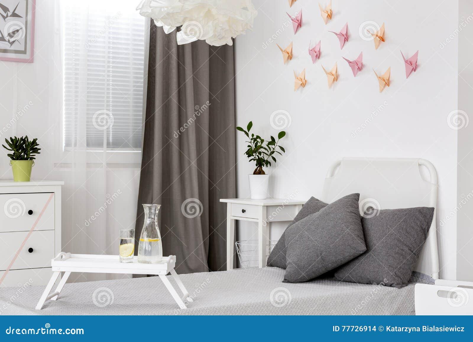Slaapkamer Ideeen Grijs Wit.Slaapkamer In Wit En Grijs Idee Stock Foto Afbeelding Bestaande