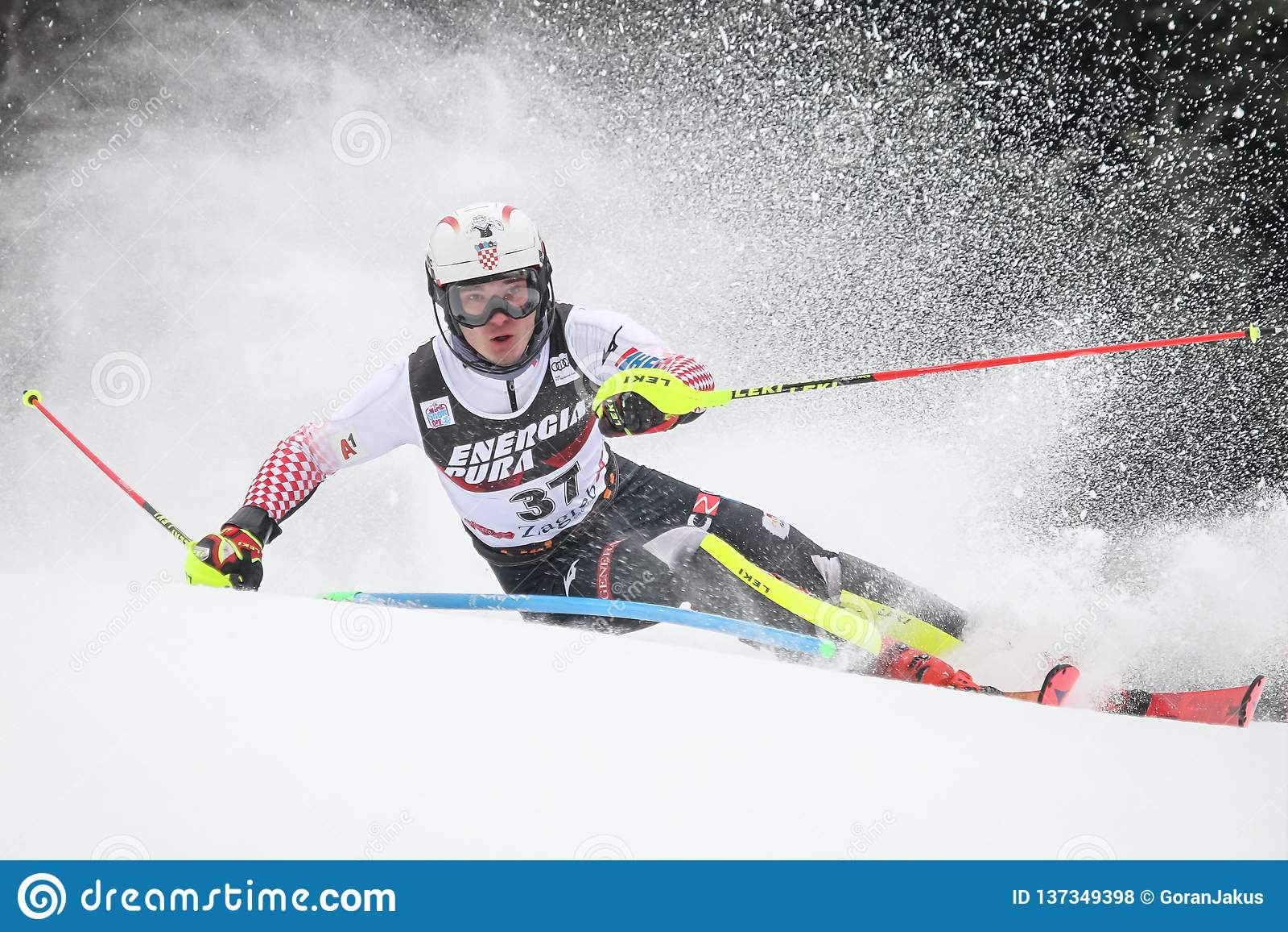 Slalom dos homens do troféu 2019 da rainha da neve