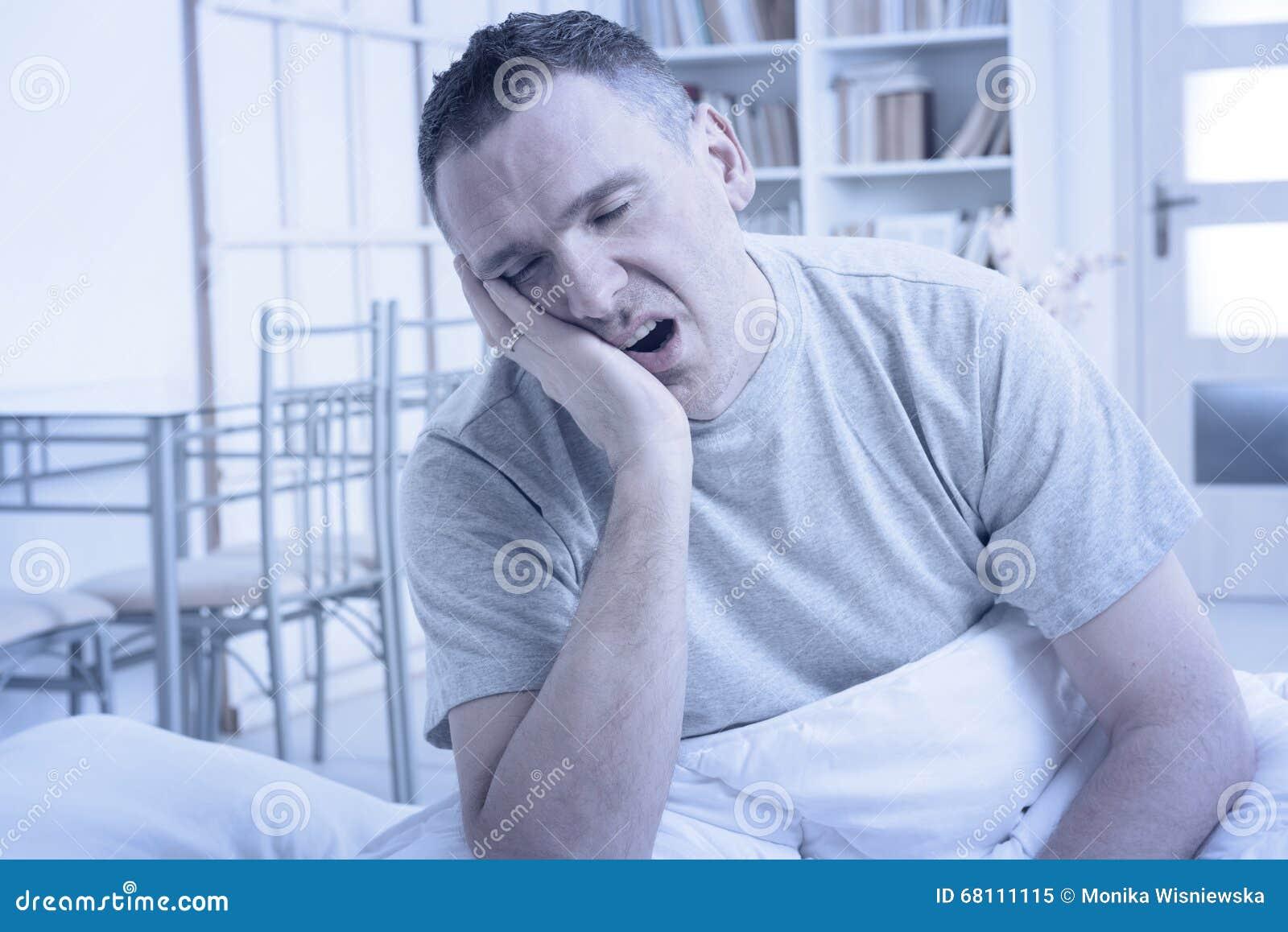 Slapeloze Mens in Bed
