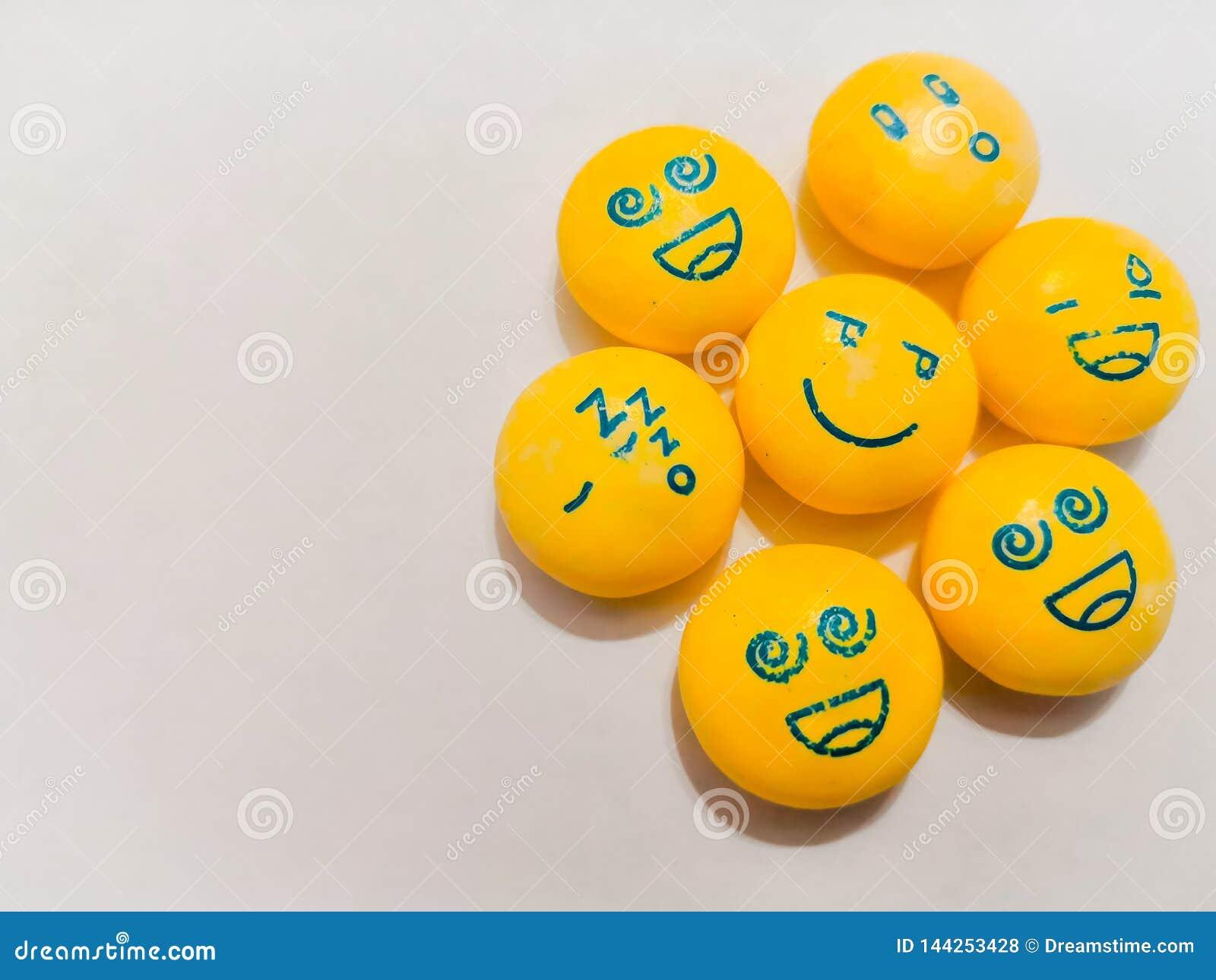 Slapend, droevige, gelukkige glimlachen, emoties