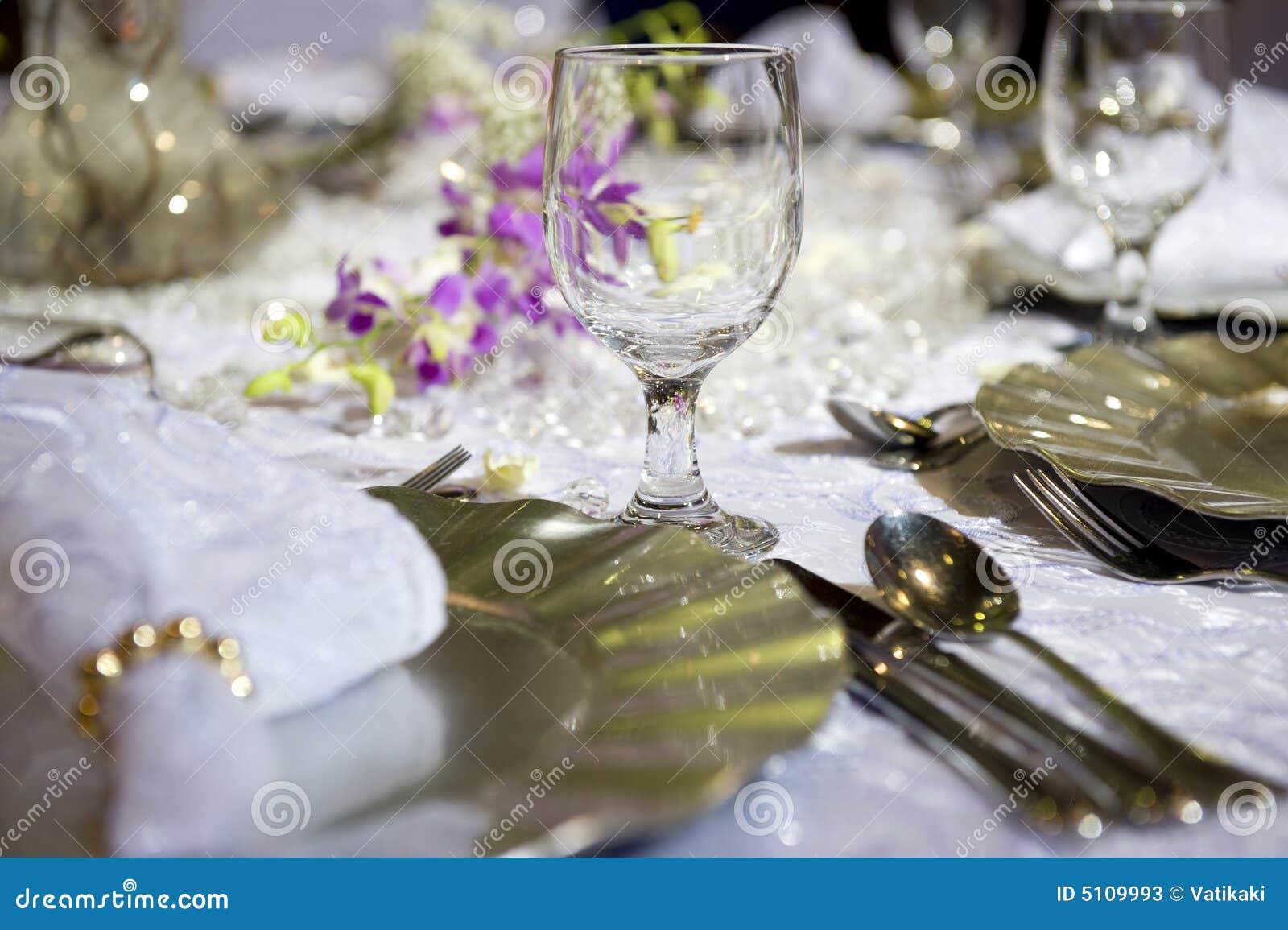 Slappt tabellbröllop för romantisk inställning