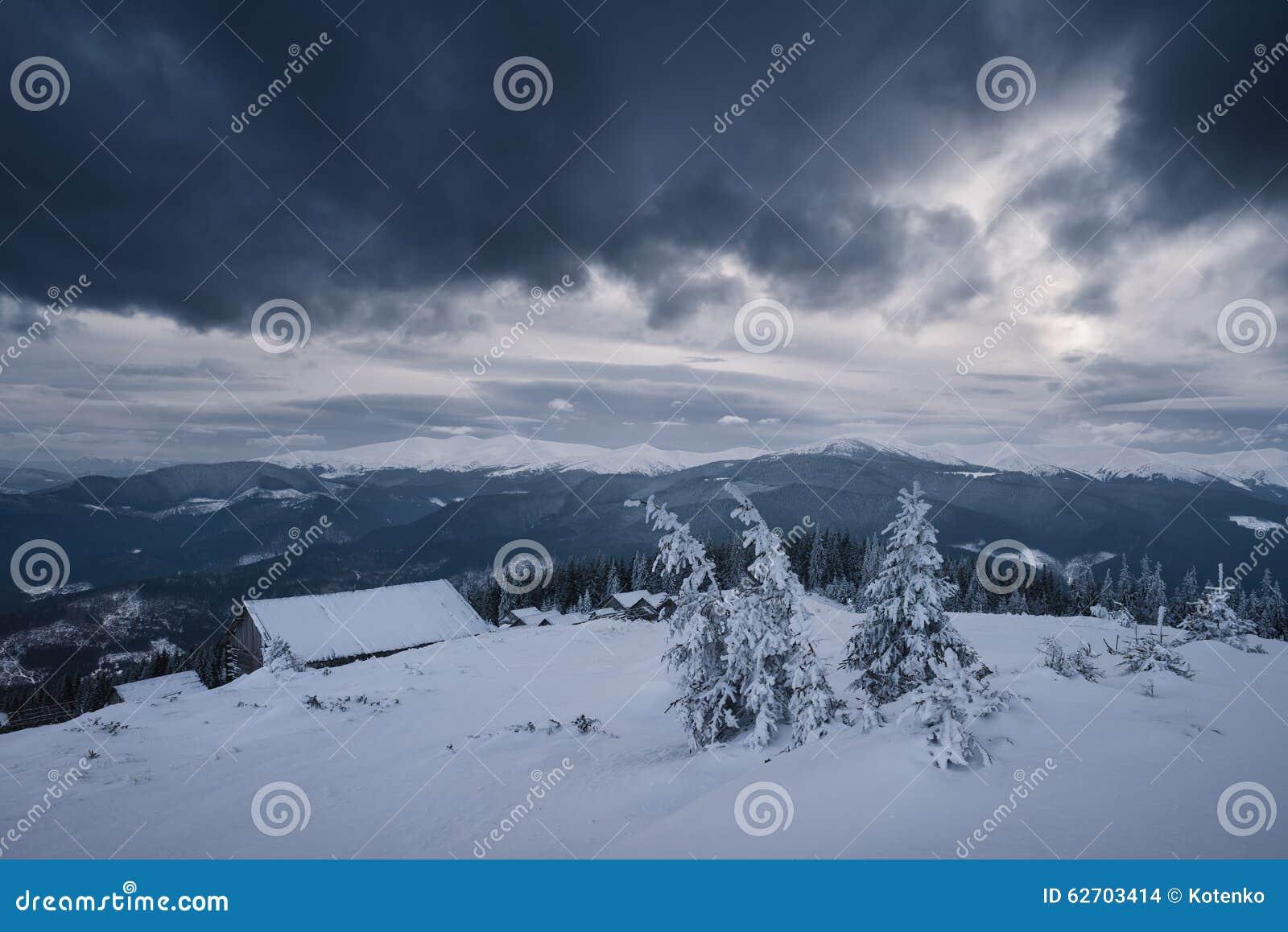 Slecht Weer In De Bergen In De Winter Stock Foto Afbeelding