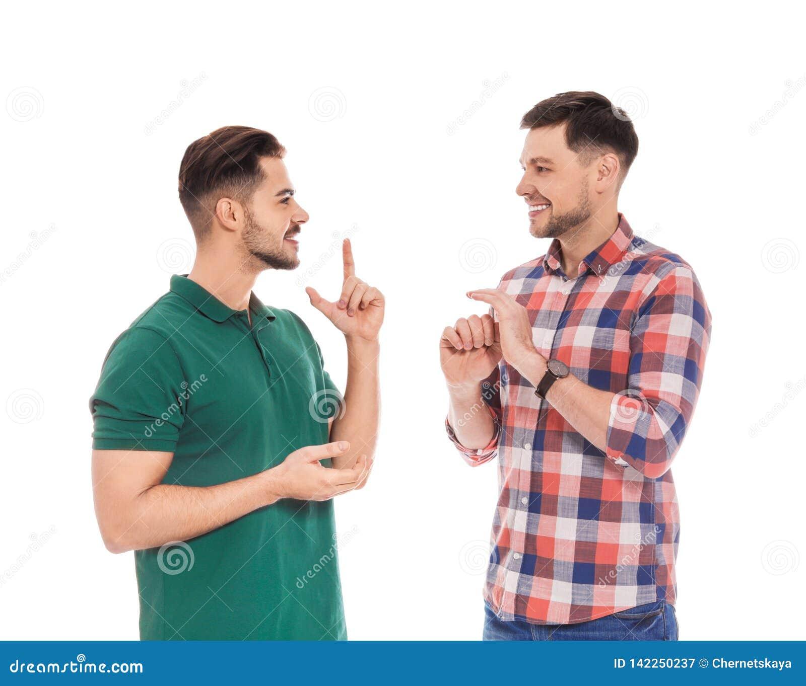 Slechthorende vrienden die gebarentaal voor geïsoleerde mededeling gebruiken
