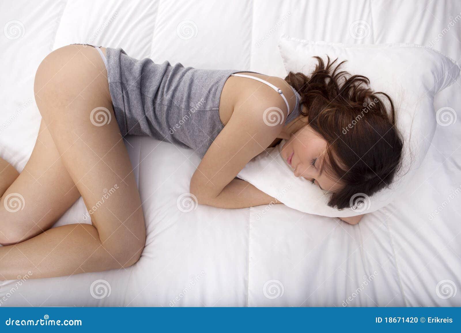 Фото спящих в нижнем белье 24 фотография