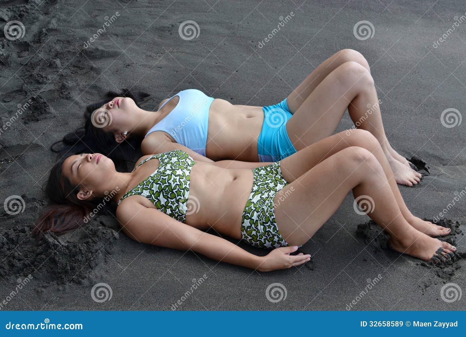 Пьяные голые девочки на пляже, Подборка: Приколы с пьяными девушками - видео 18 фотография