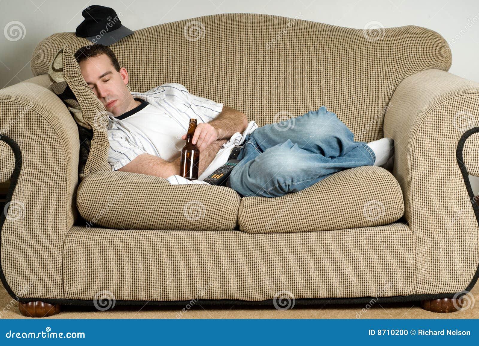 Фото жена на диване 28 фотография