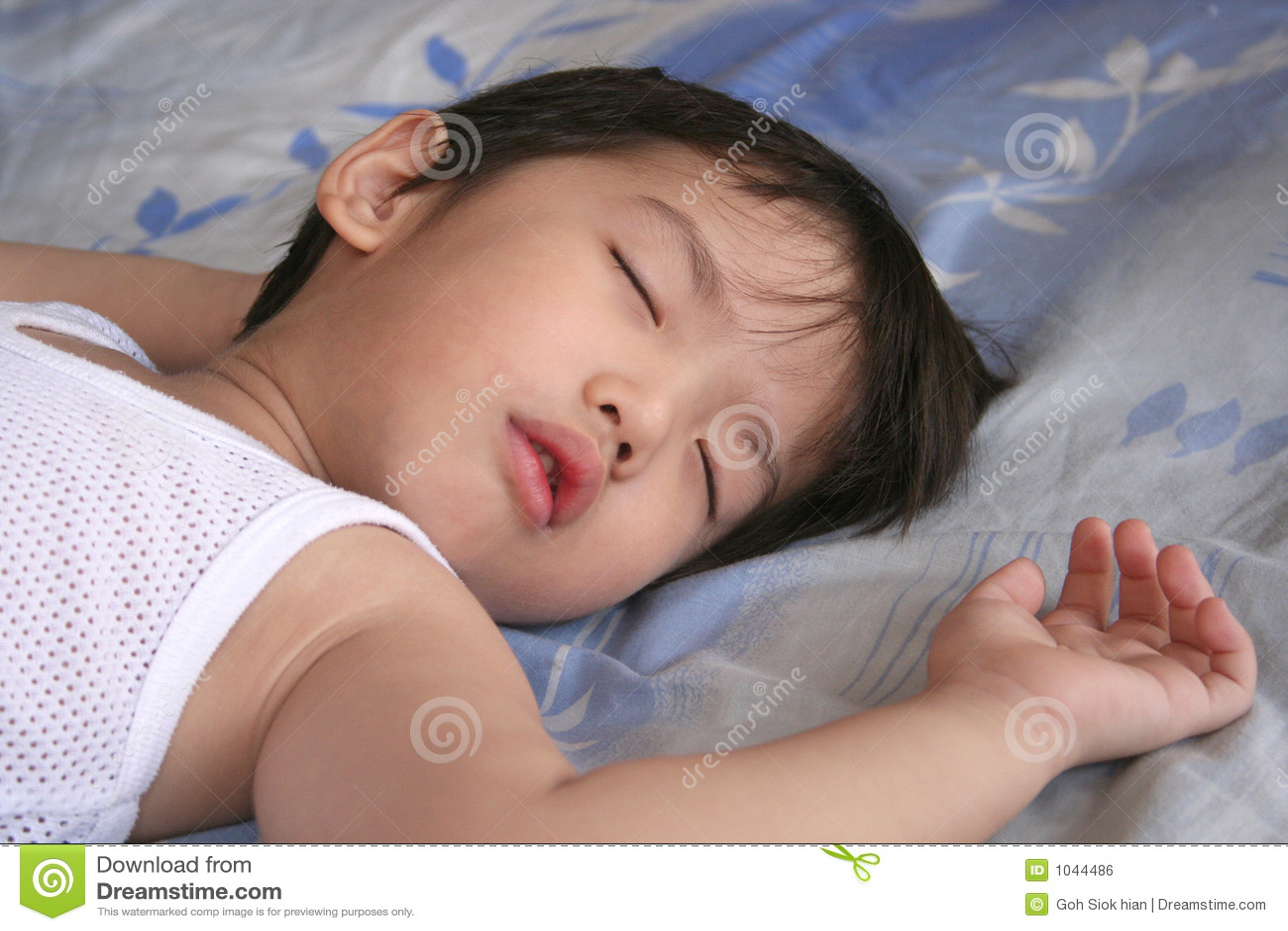 SexiShannon Sleeps With A Raw