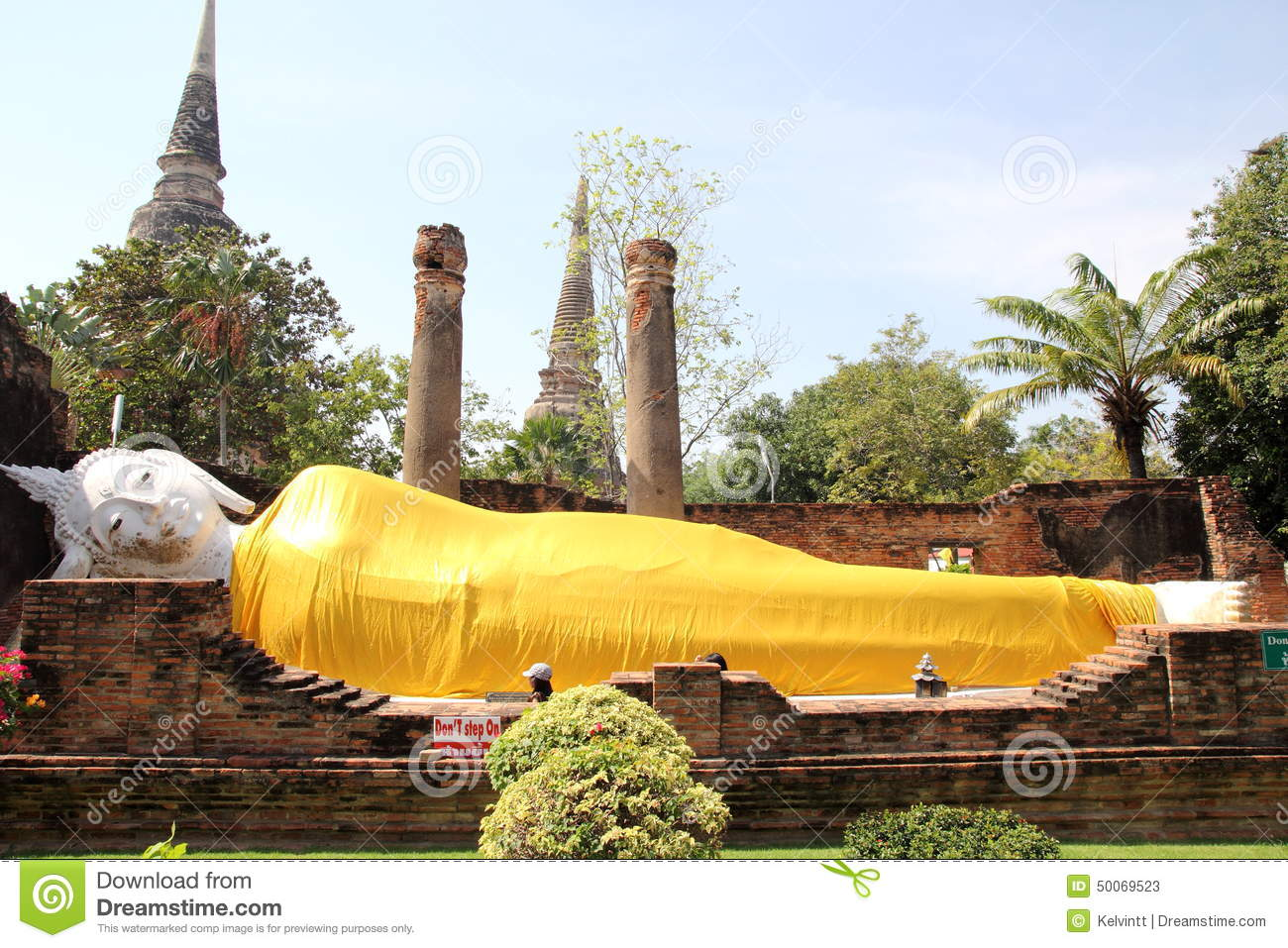 ayutthaya thailand praying white buddha wi royalty free stock image 18092332. Black Bedroom Furniture Sets. Home Design Ideas