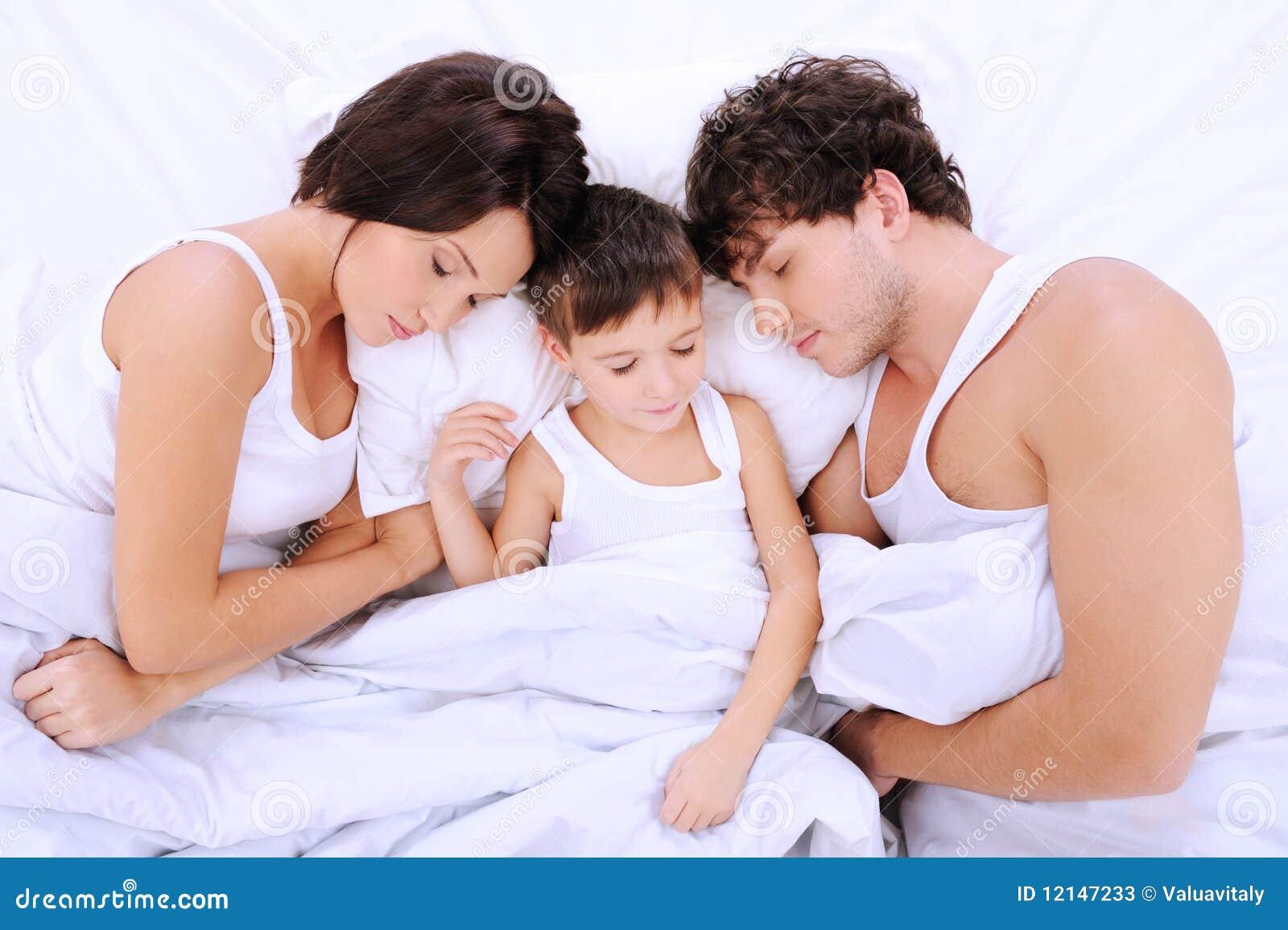 Спящая и сын 16 фотография