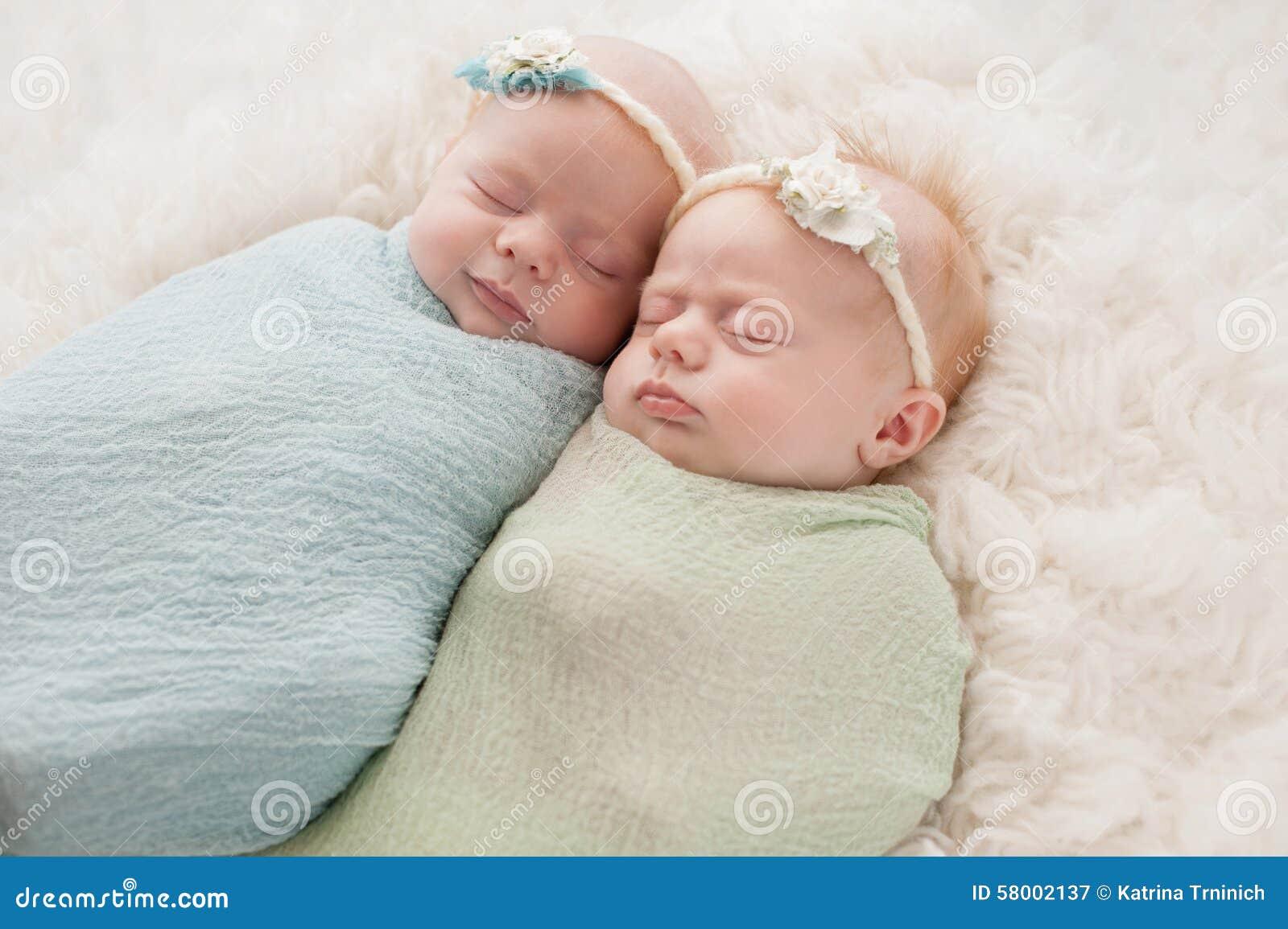 Поздравления с днём рождения для двойняшек девочек фото