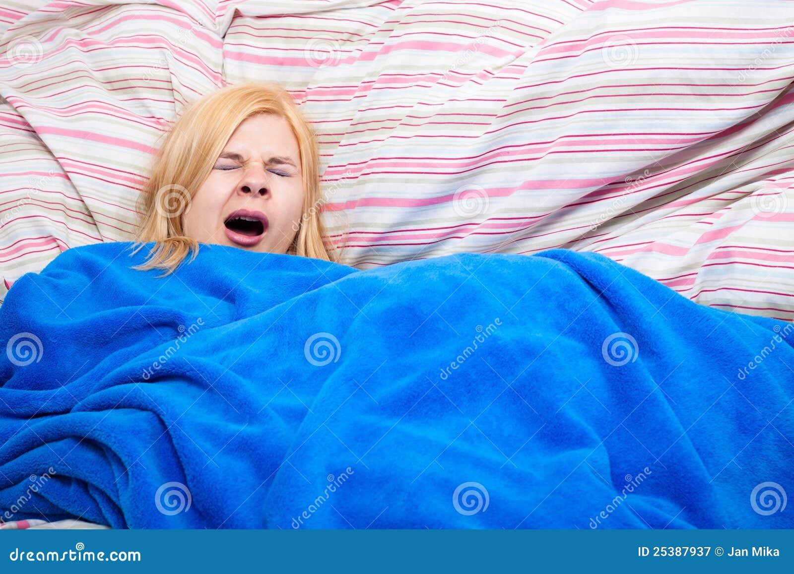 Сонную взрослую женщину 2 фотография