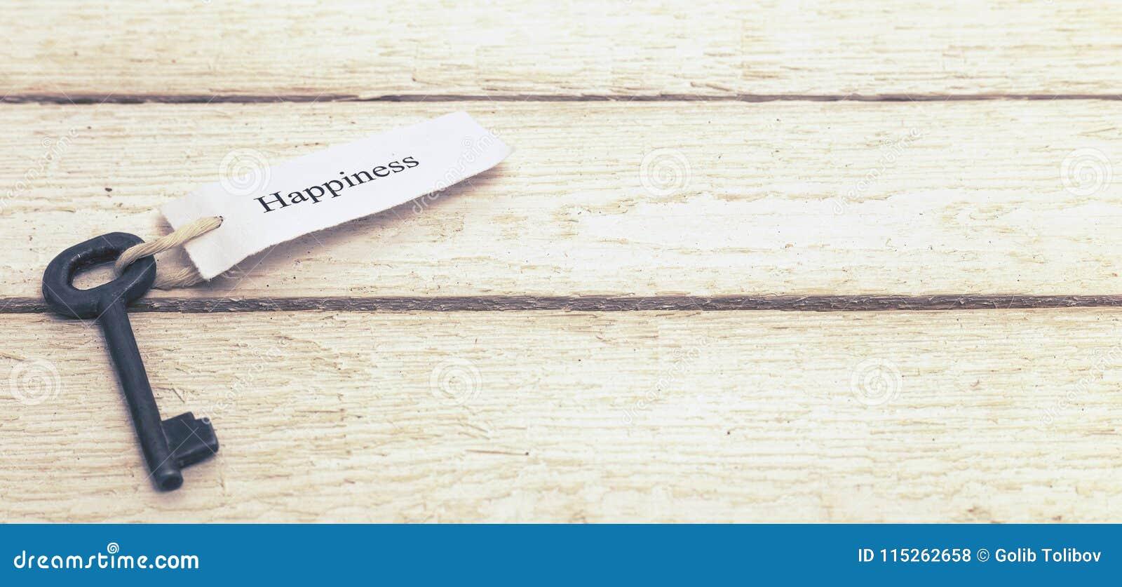 Sleutels tot Geluk - Keychain over witte Houten Achtergrond gestemd