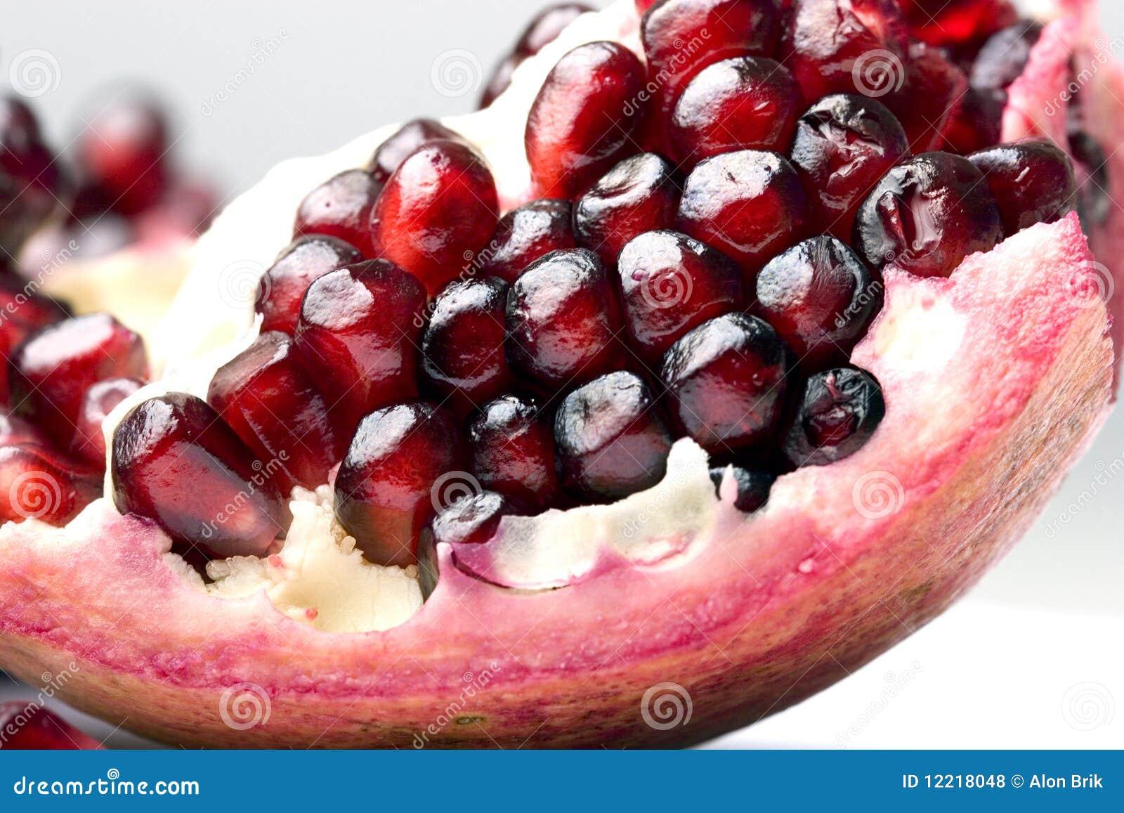 how to keep pomegranate seeds fresh