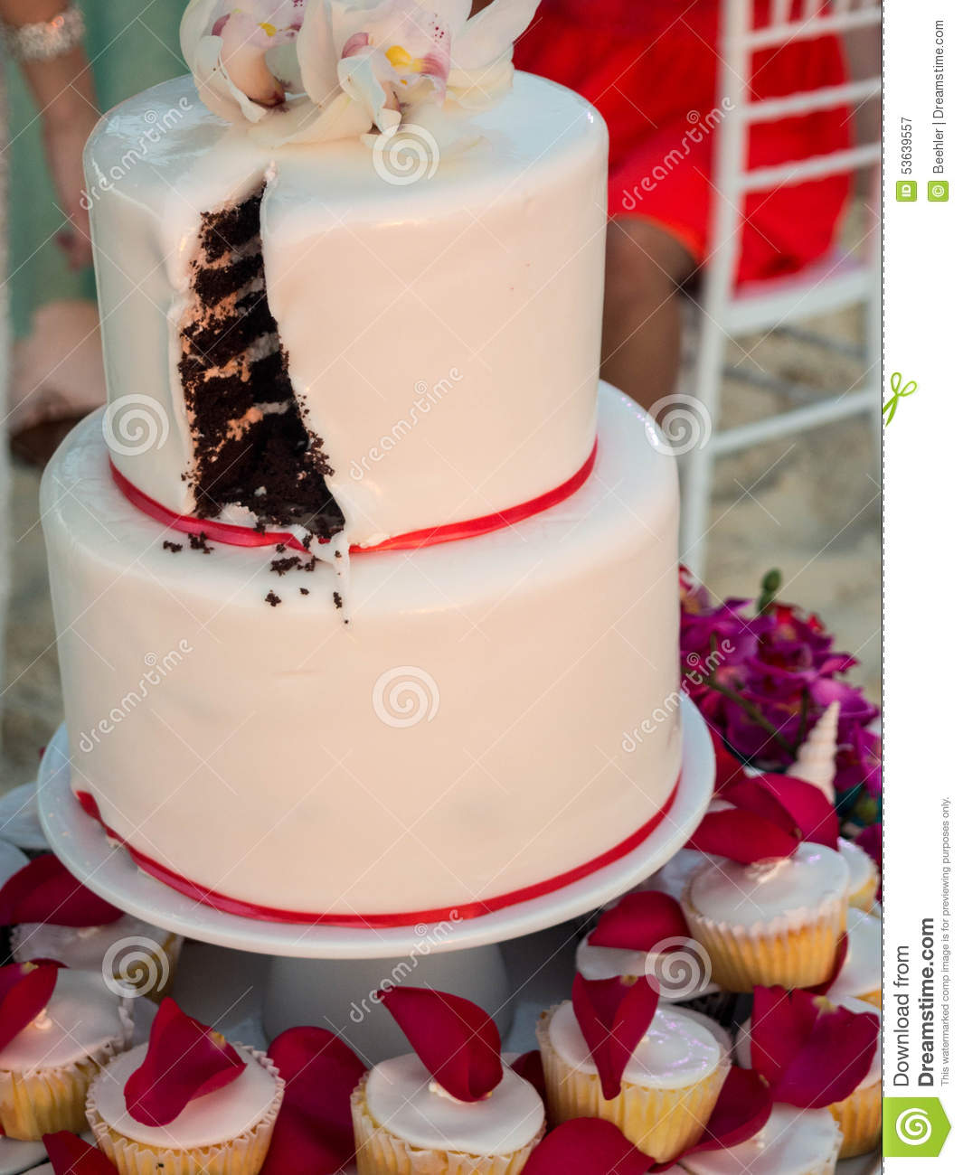 Cutting Up Wedding Cake How Do You Cut A Worst Toppers