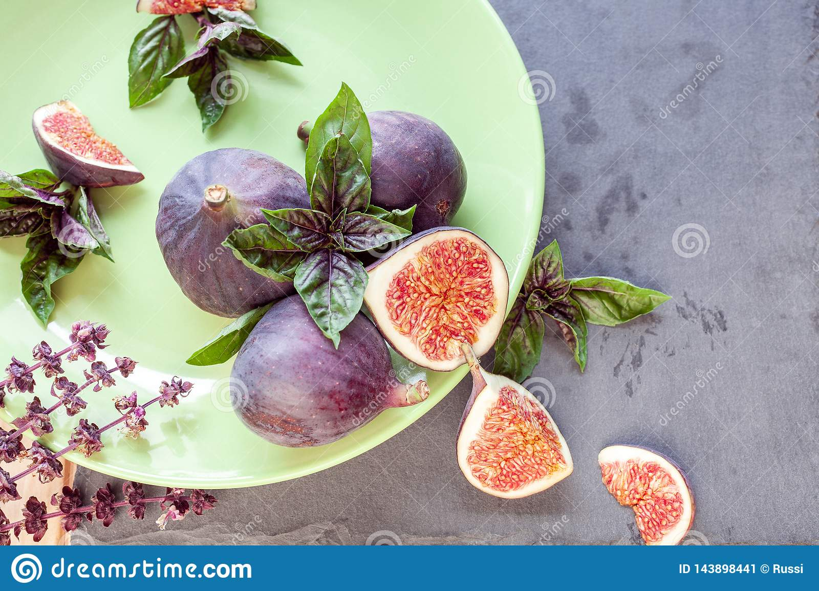 Sliced figs with basil