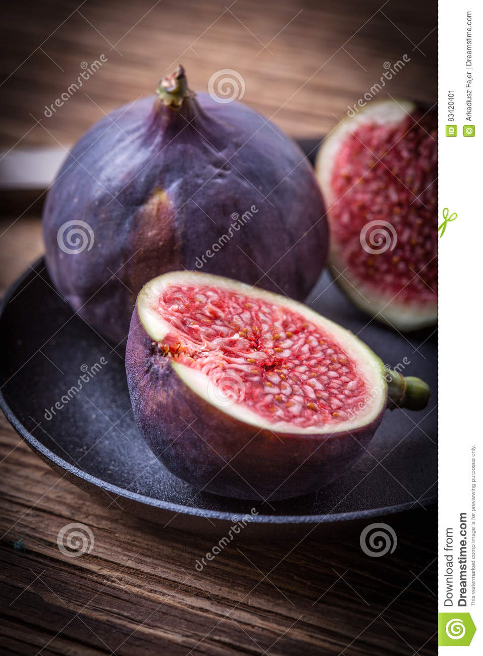 Sliced figs on a wooden table.