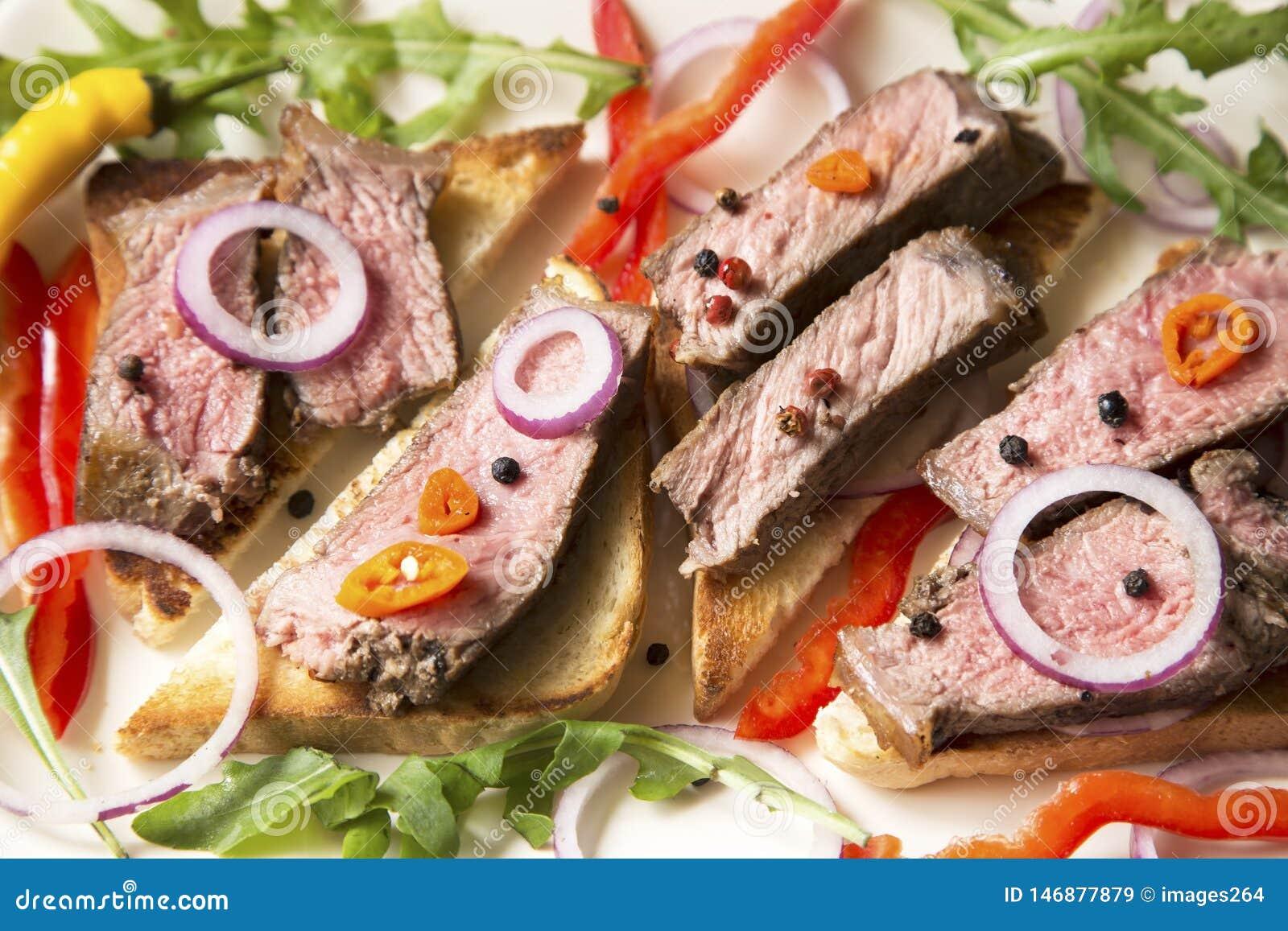 Sliced roast beef with vegetables