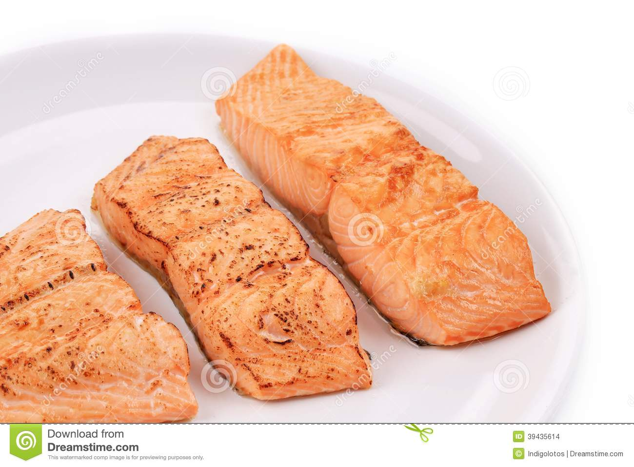 Slices of red fish fillet on plate for Red fish fillet