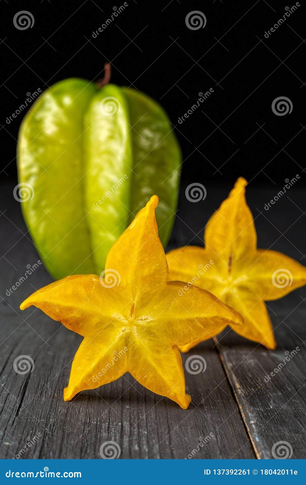 A Fruta Carambola Serve Para Que slices of ripe star fruit carambola or star apple starfruit