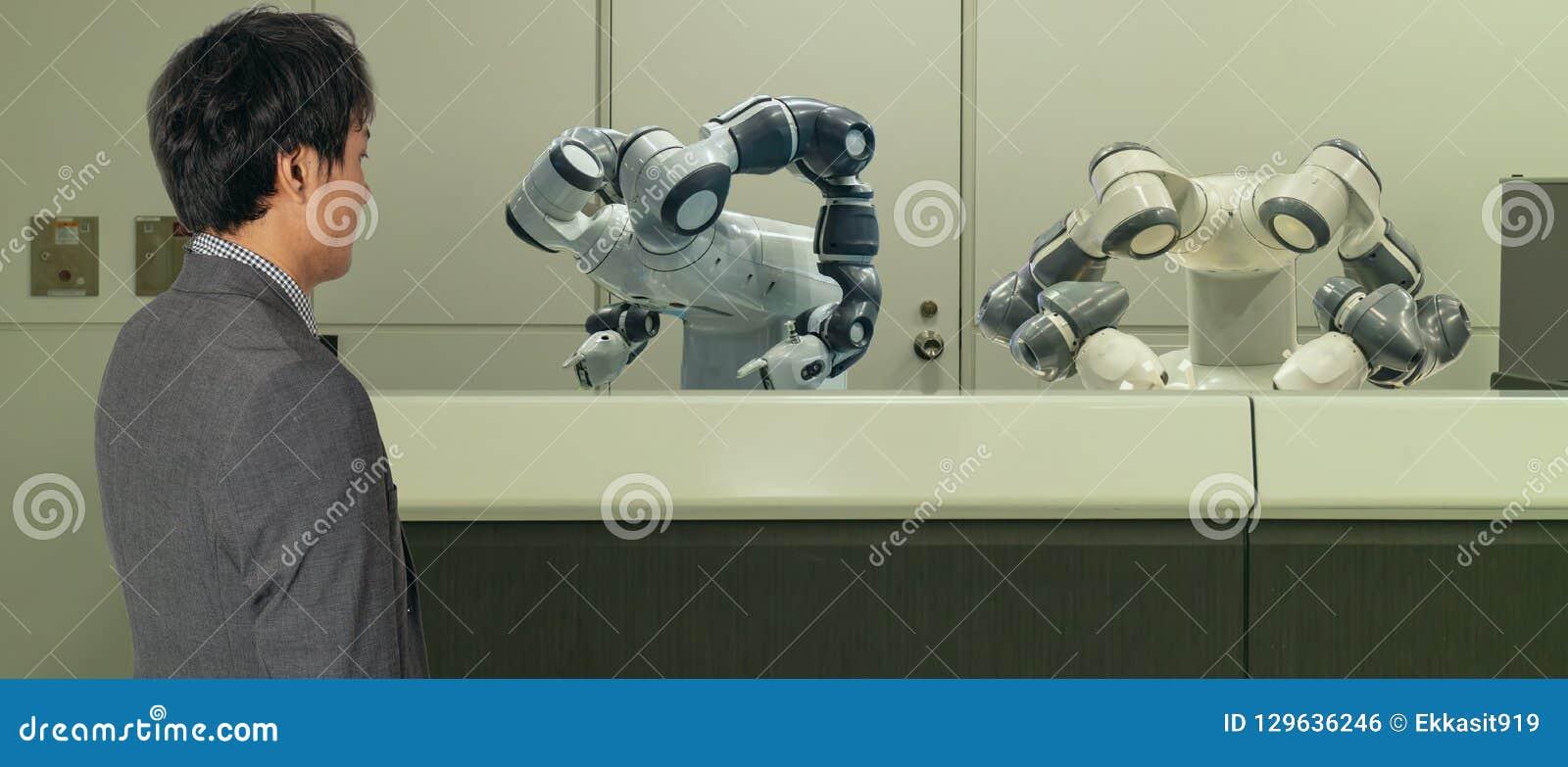 Slim hotel in de gastvrijheidsindustrie 4 concept 0, de de robotmedewerker van de receptionnistrobot in hal van hotel of luchthav