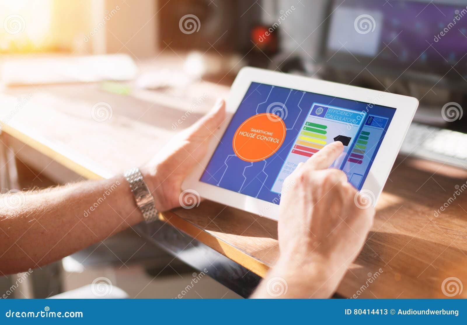 Slim Huisapparaat - het concept van de het huiscontrole van de Huisautomatisering