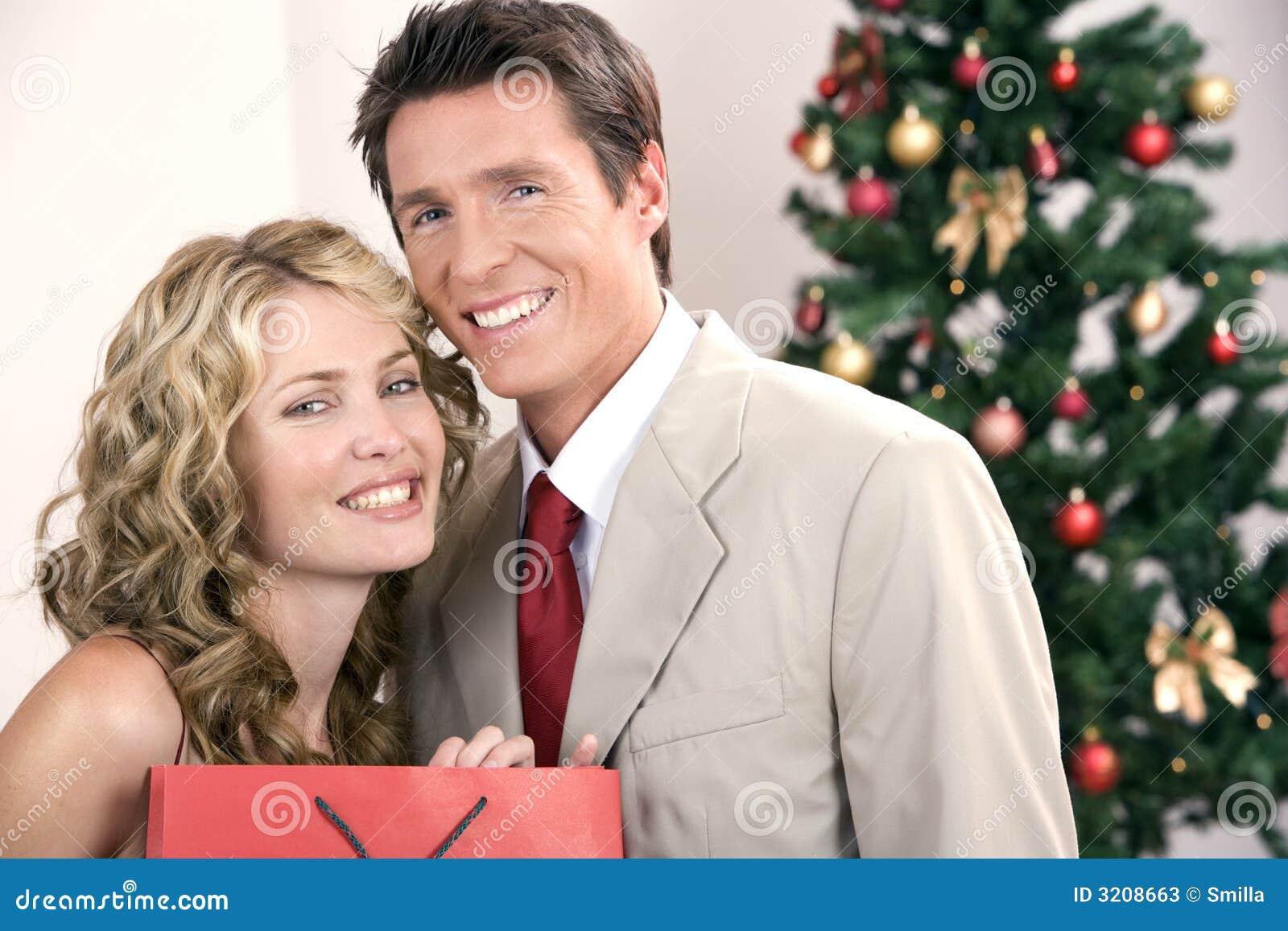 Slim paar tijdens Kerstmis