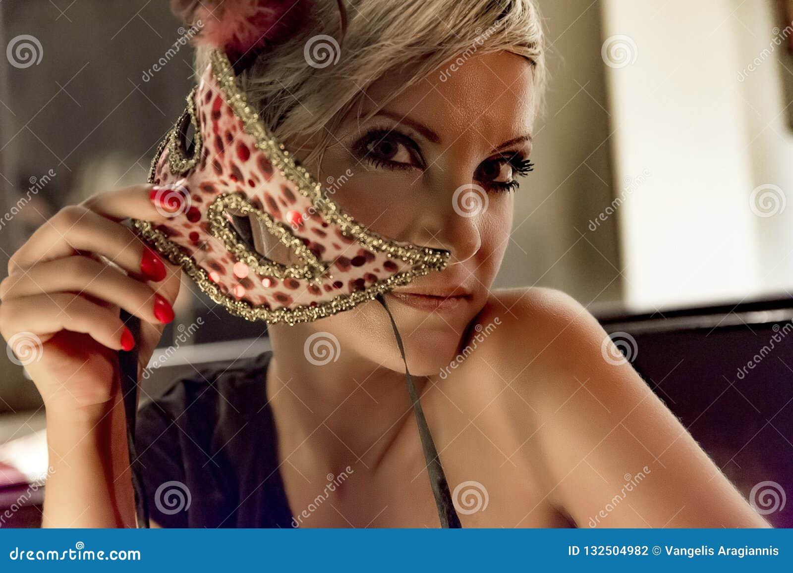Slitage kvinnabarn för maskering