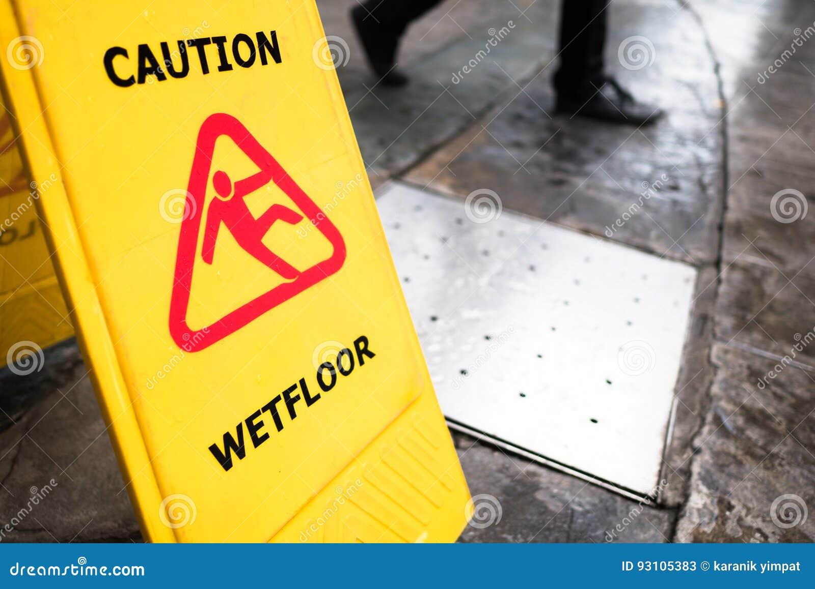 Uomini pavimento piedi attenzione bagnato donne piedi arte