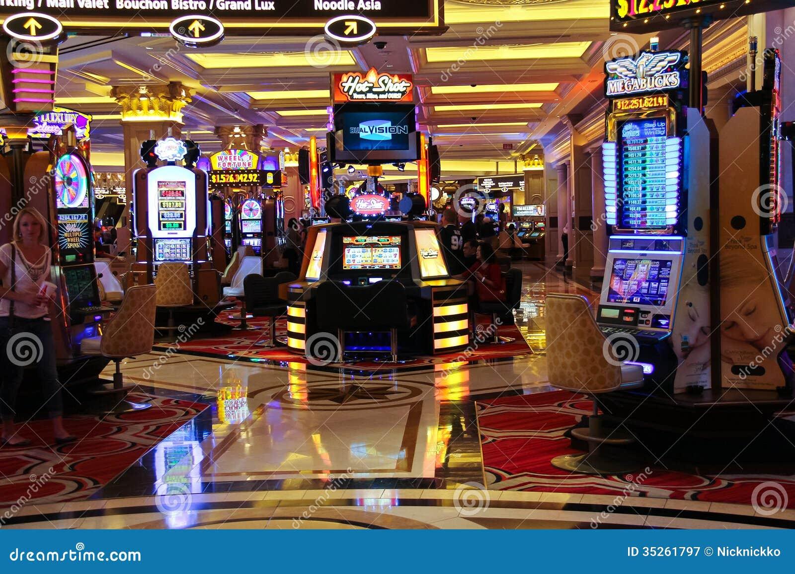 ... Shopper: Mad King Slots Machines - FREE Las Vegas Casino Games (Games