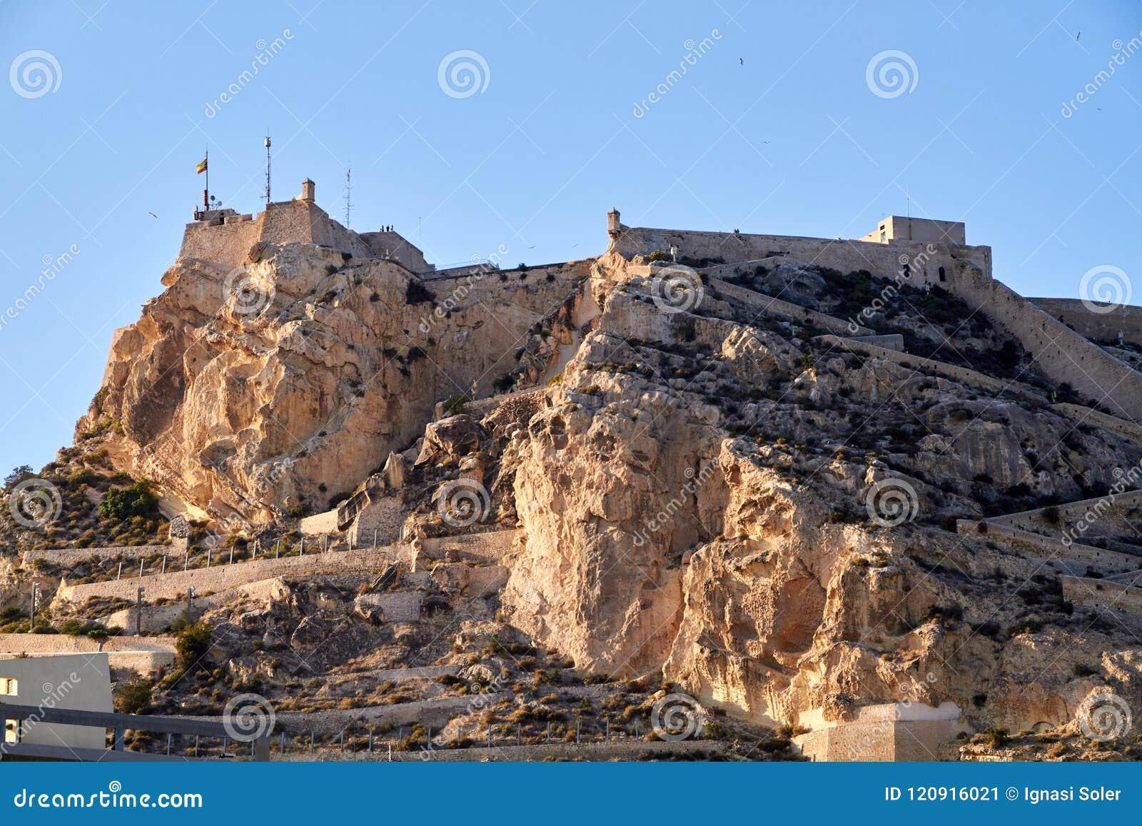 Slott av Santa Barbara i Alicante