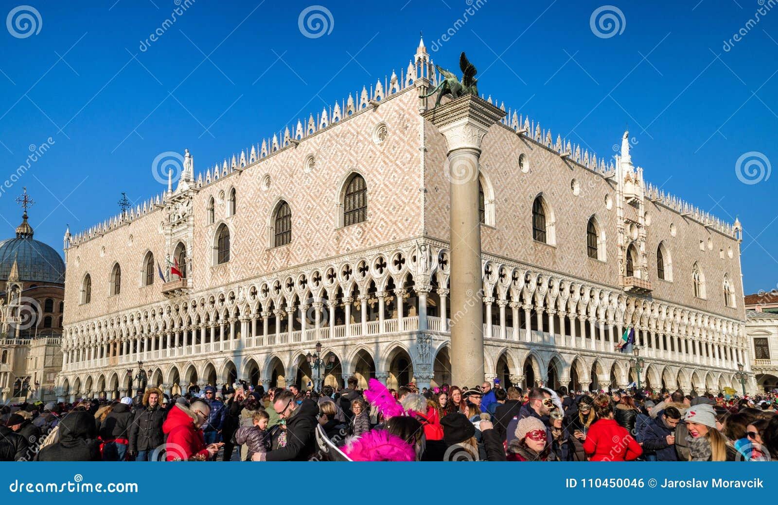 Slott för doge` s under karneval av Venedig 2018