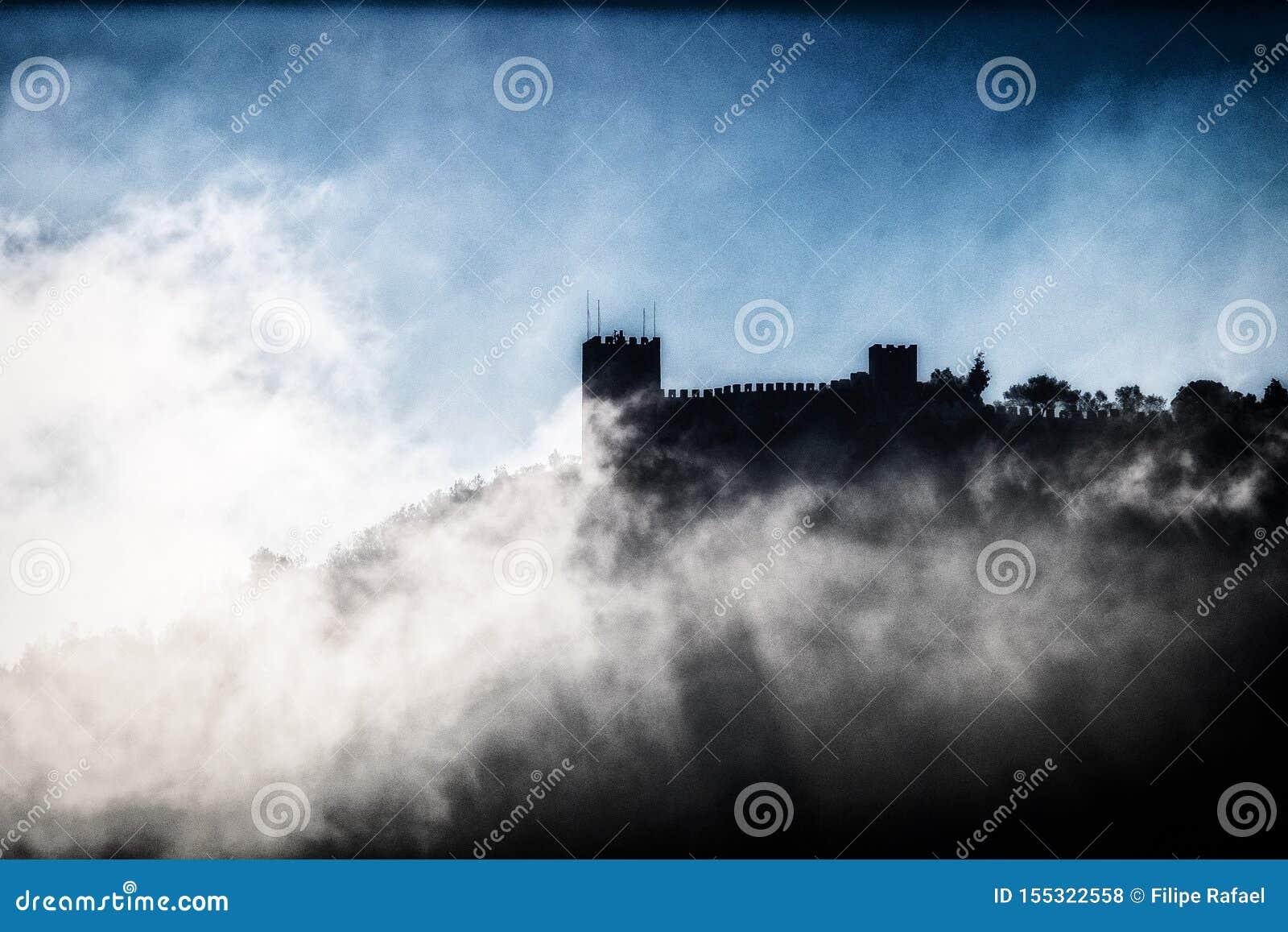 Slott och dimma