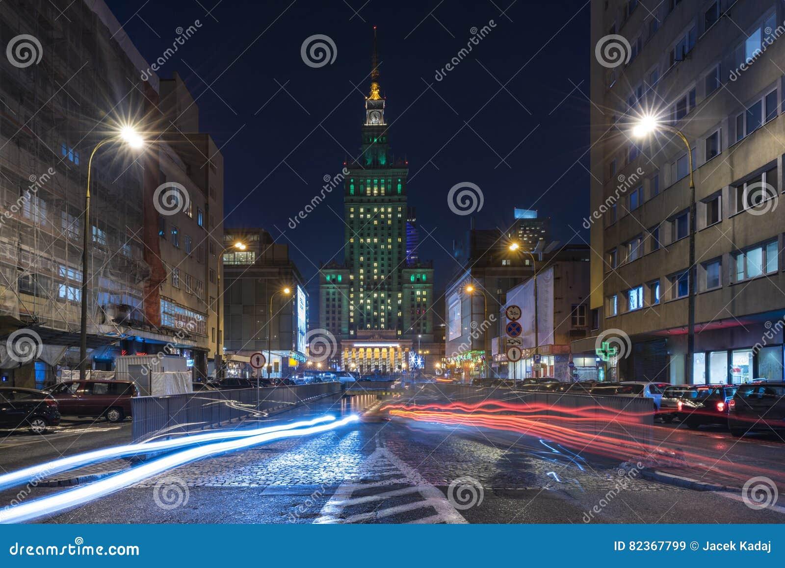 Slotten av kultur och vetenskap i Warszawa på natten