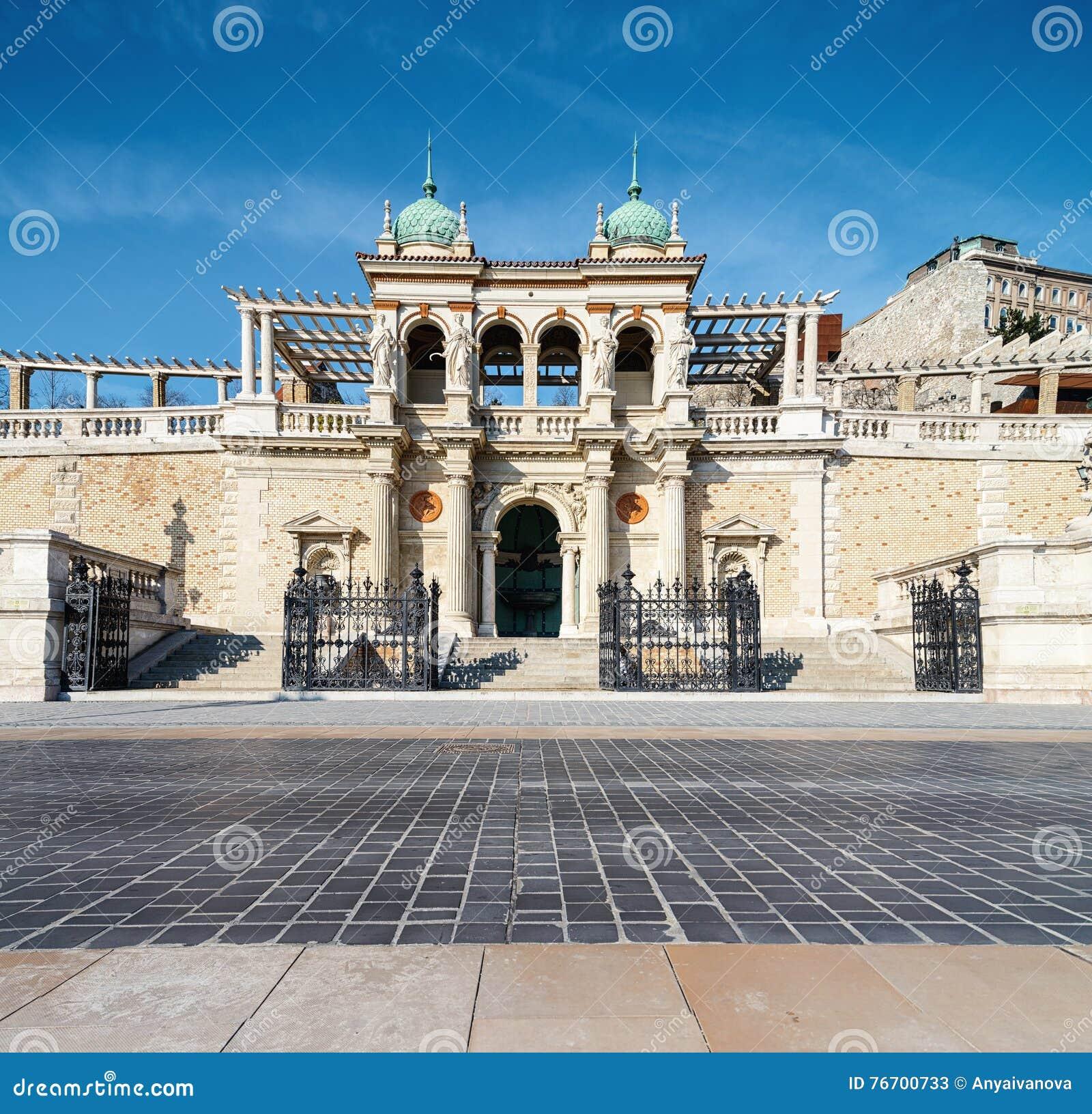 Slottträdgårdbasaren i Budapest
