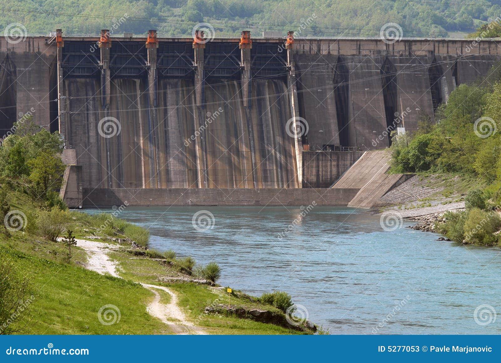 Sluit omhoog beeld van een dam van de waterbarrière