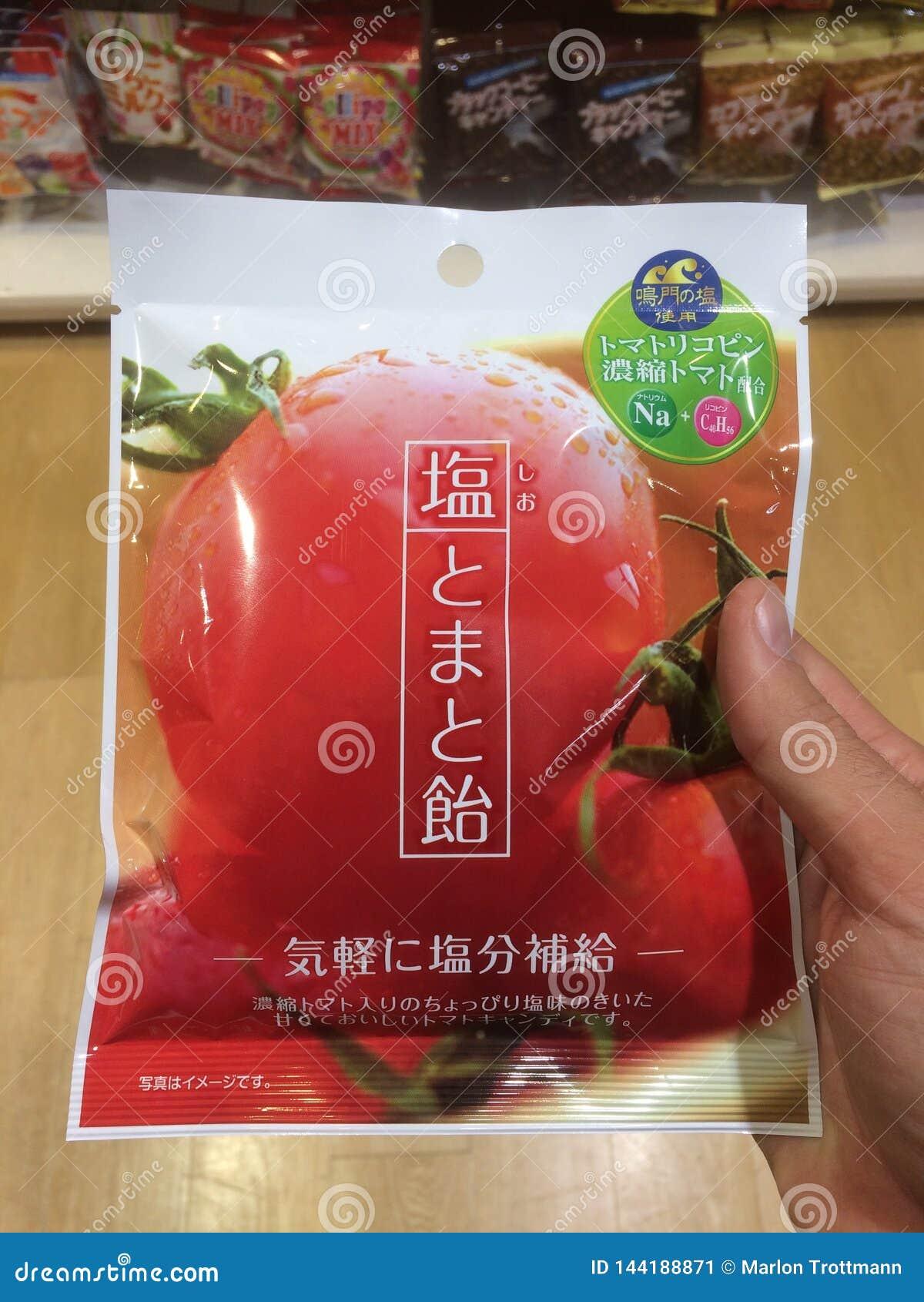 Sluit omhoog beeld van het typische Japanse product van Tomaten veggie spaanders