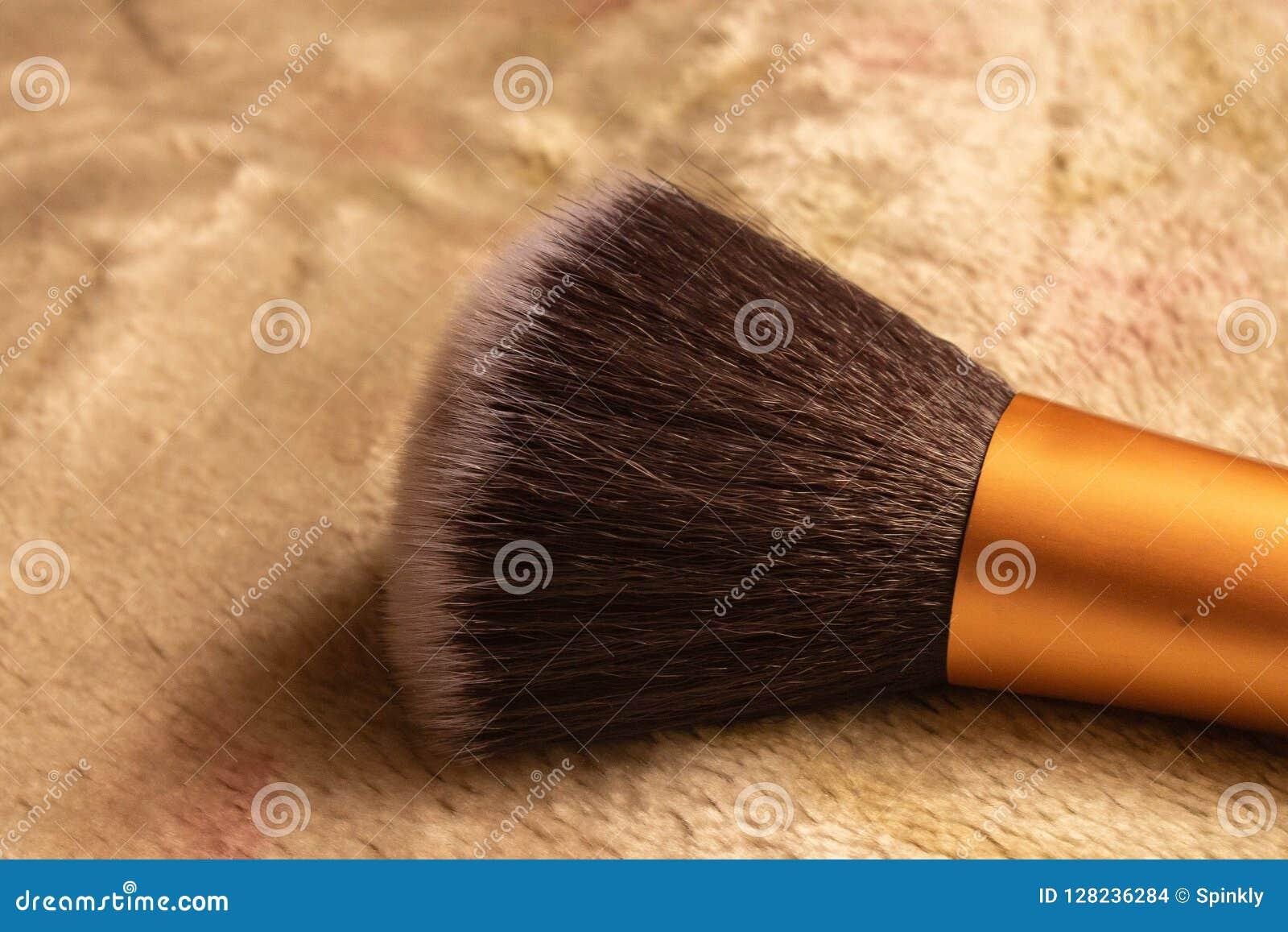 Sluit omhoog beeld van het varkenshaar van de make-upborstel